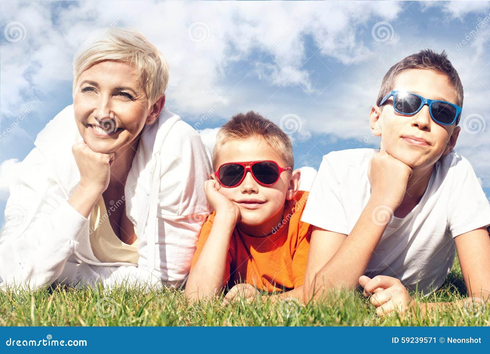 Retrato de la familia feliz