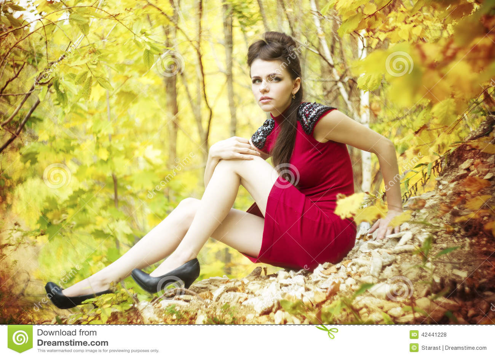 Retrato de la mujer de la belleza del otoño