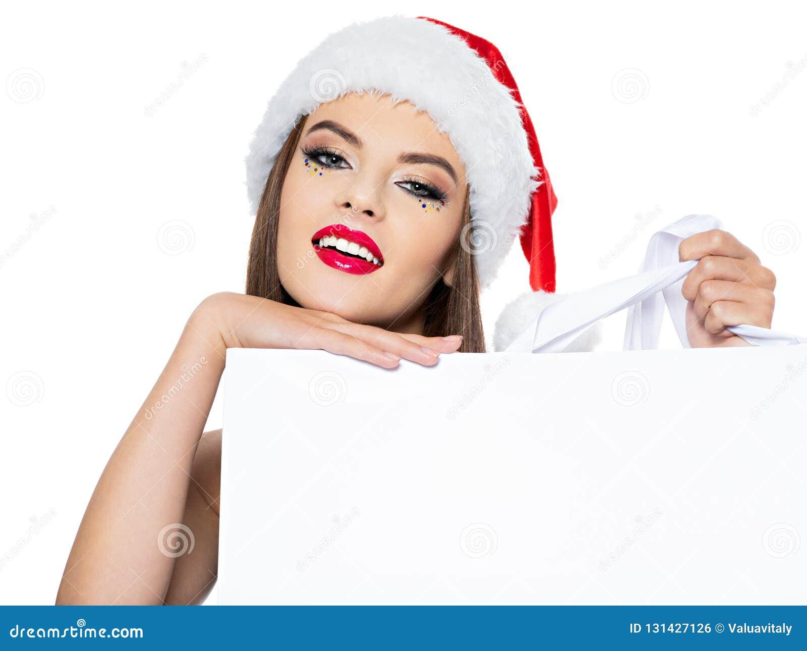 Retrato de la mujer en un sombrero de santa con la bandera La cara de la mujer sonriente hermosa con el maquillaje creativo brill