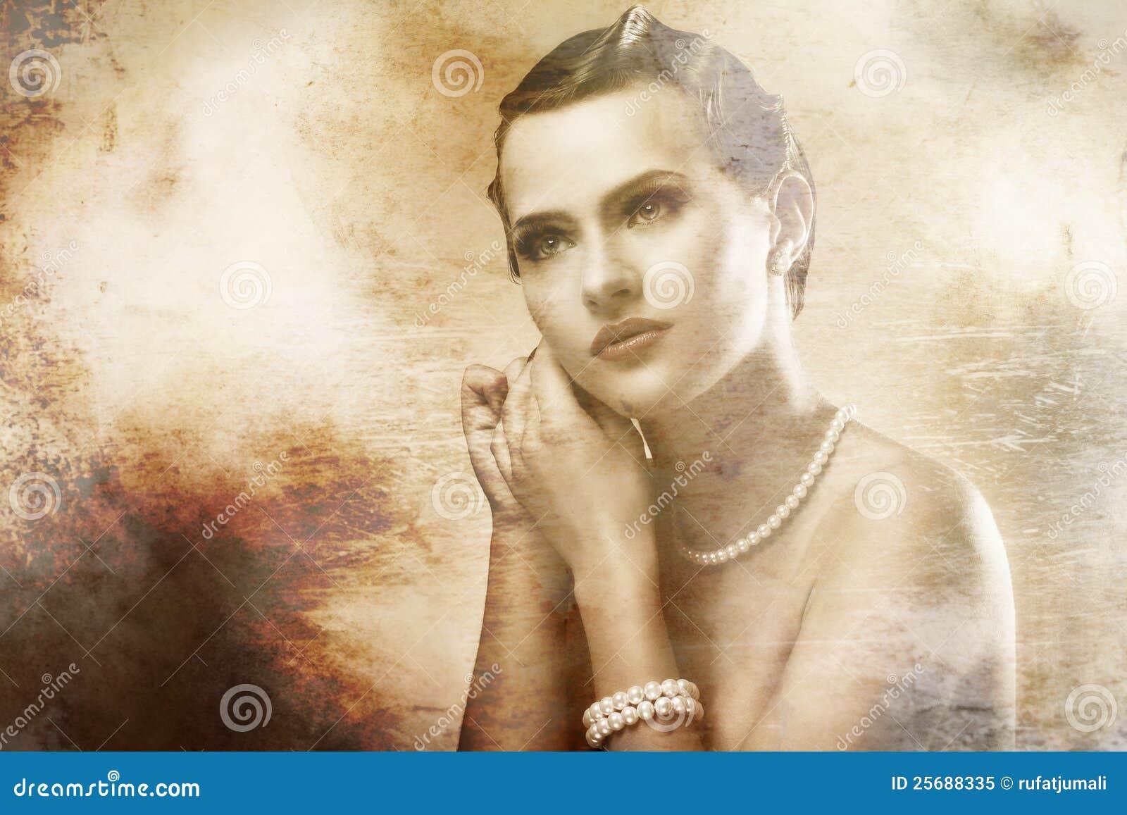 Retrato de la mujer hermosa con viejo efecto de la foto