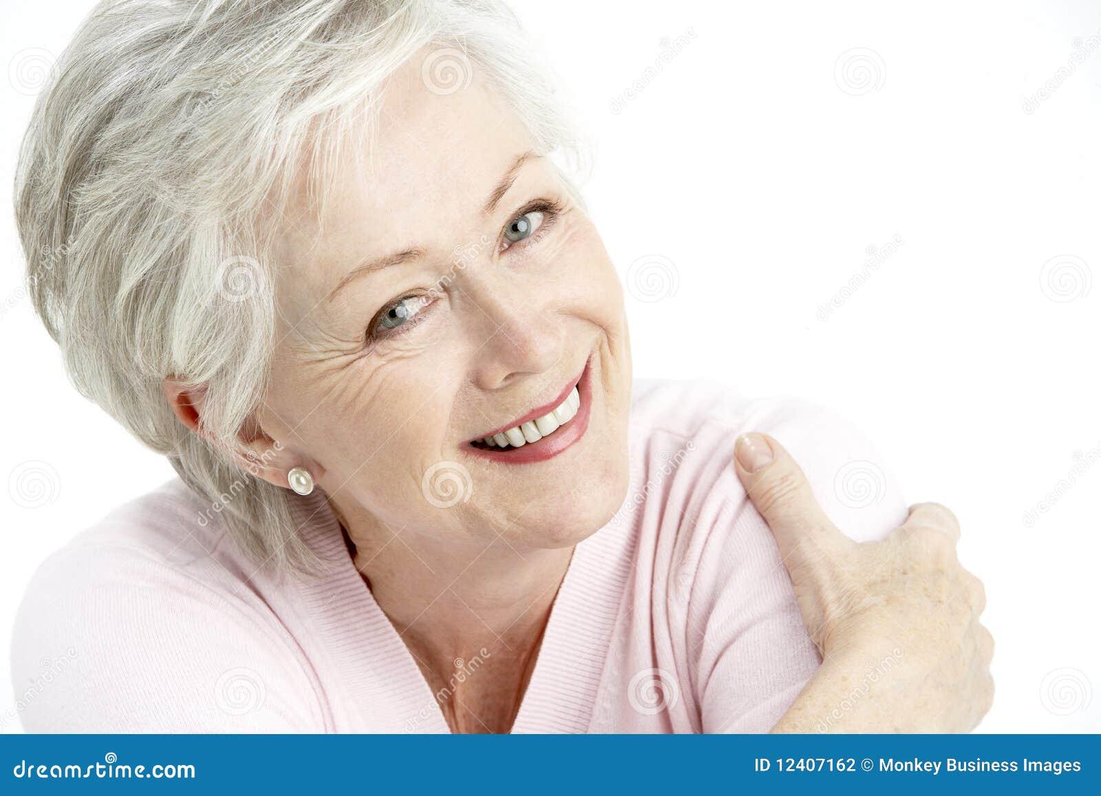 ¡Aquí Mendozaaa! Retrato-de-la-mujer-mayor-sonriente-12407162