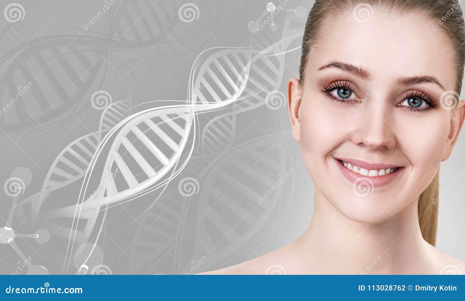 Retrato de la mujer sensual entre las cadenas blancas de la DNA