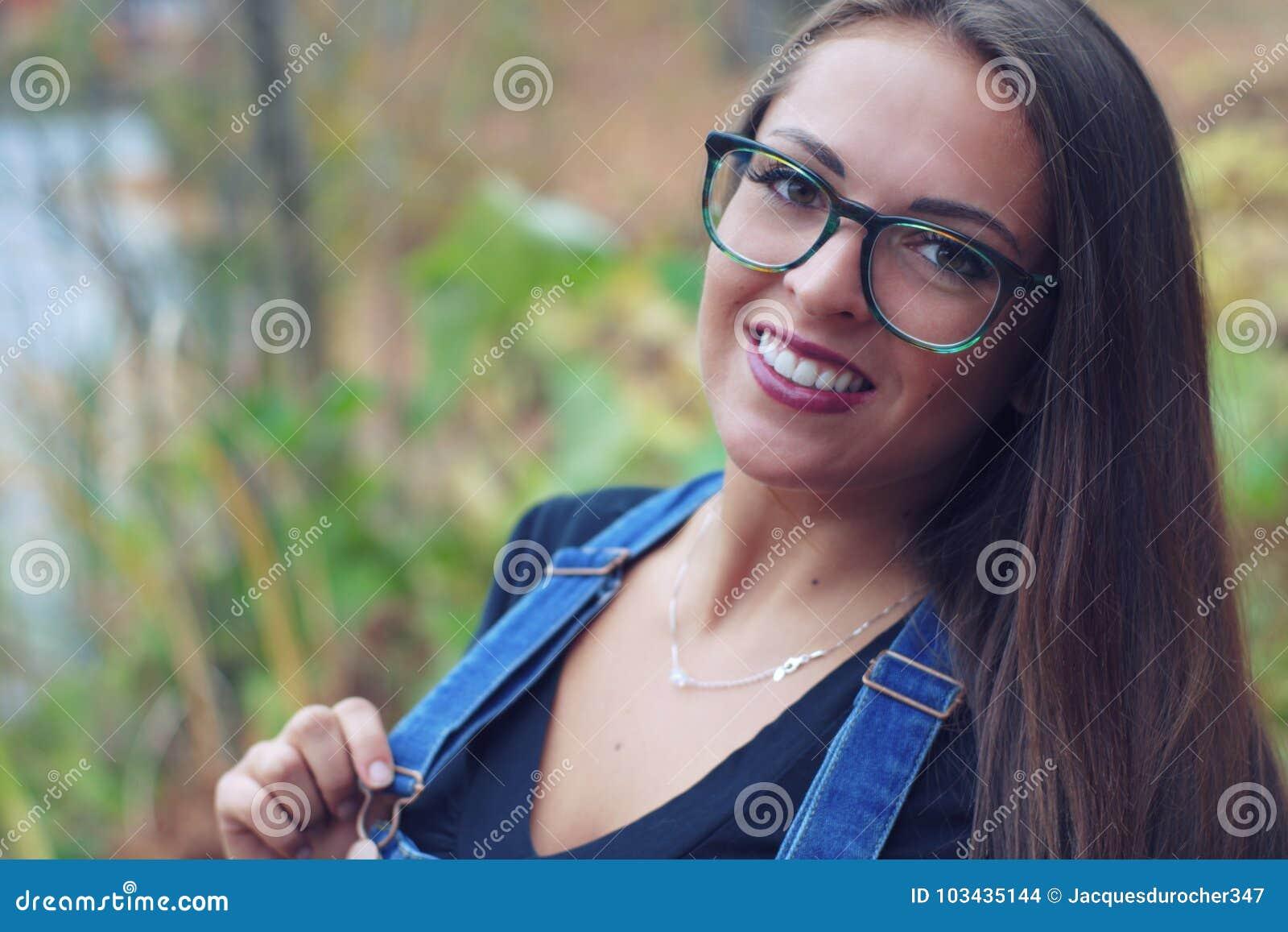 Retrato De Las Mujeres Jovenes En Muchacha Bonita De Los