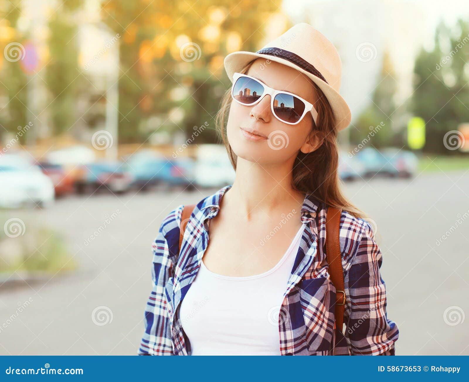 Paja Gafas Sol Y Retrato Bonito La Llevar Mujer Sombrero De OP80knw