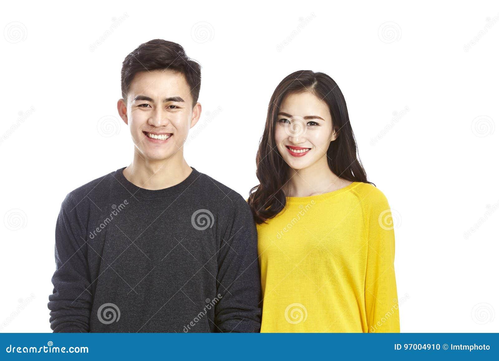 Retrato de pares asiáticos jovenes