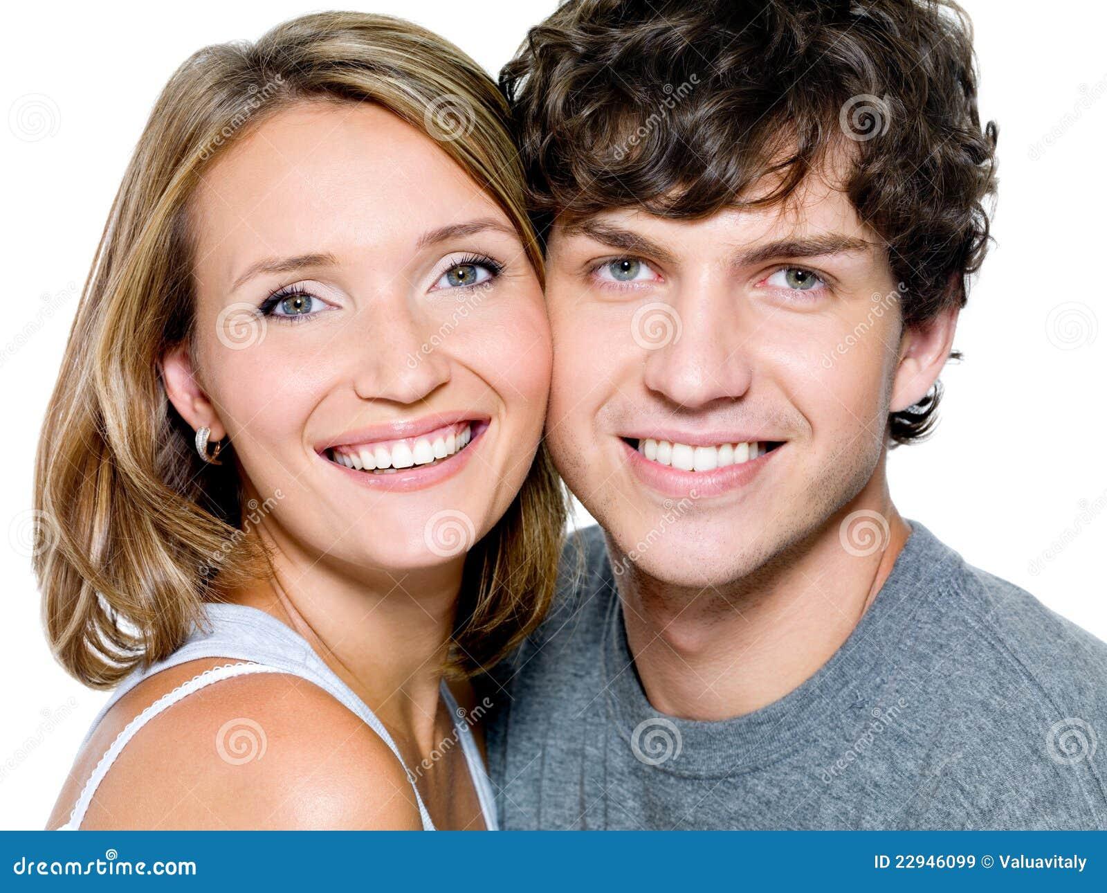 Retrato de pares hermosos jovenes