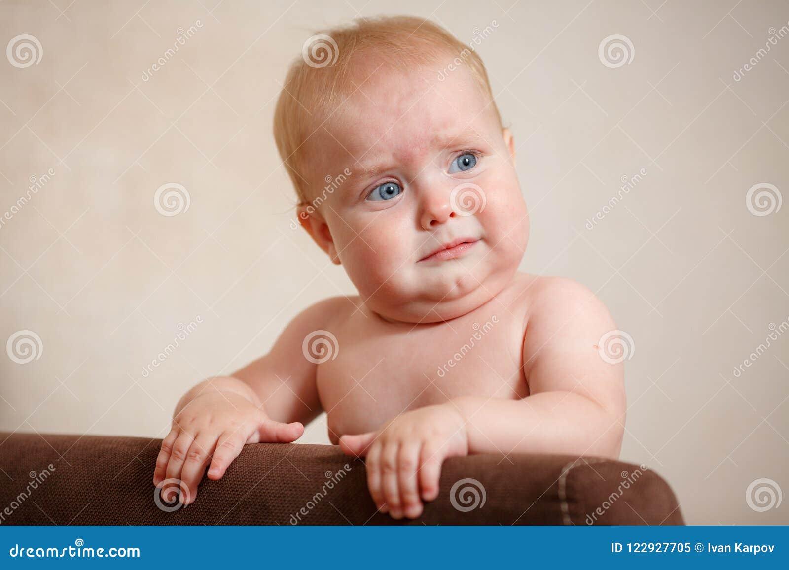 Retrato de um bebê pequeno bonito
