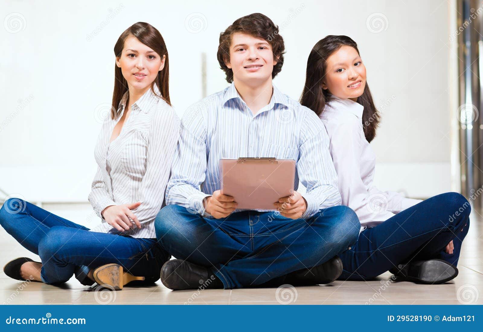 Retrato de um grupo de jovens