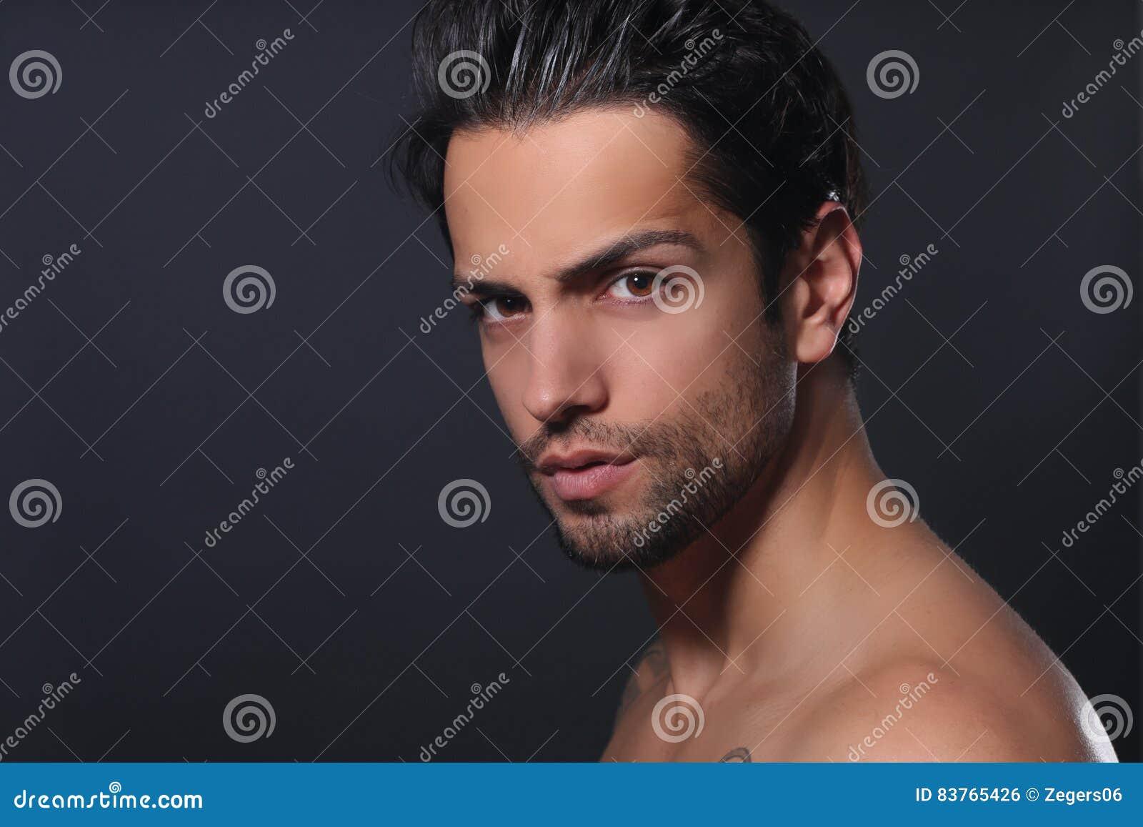 Retrato de um homem bonito