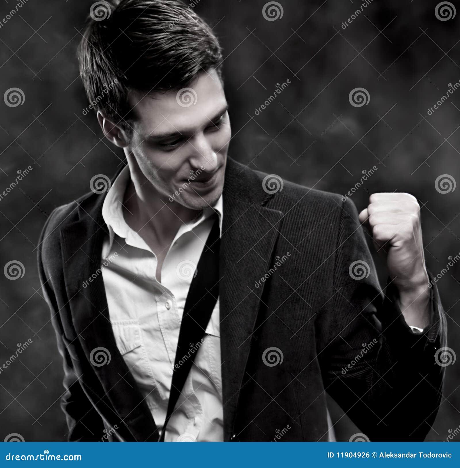 Retrato de um homem de negócios bem sucedido com saco