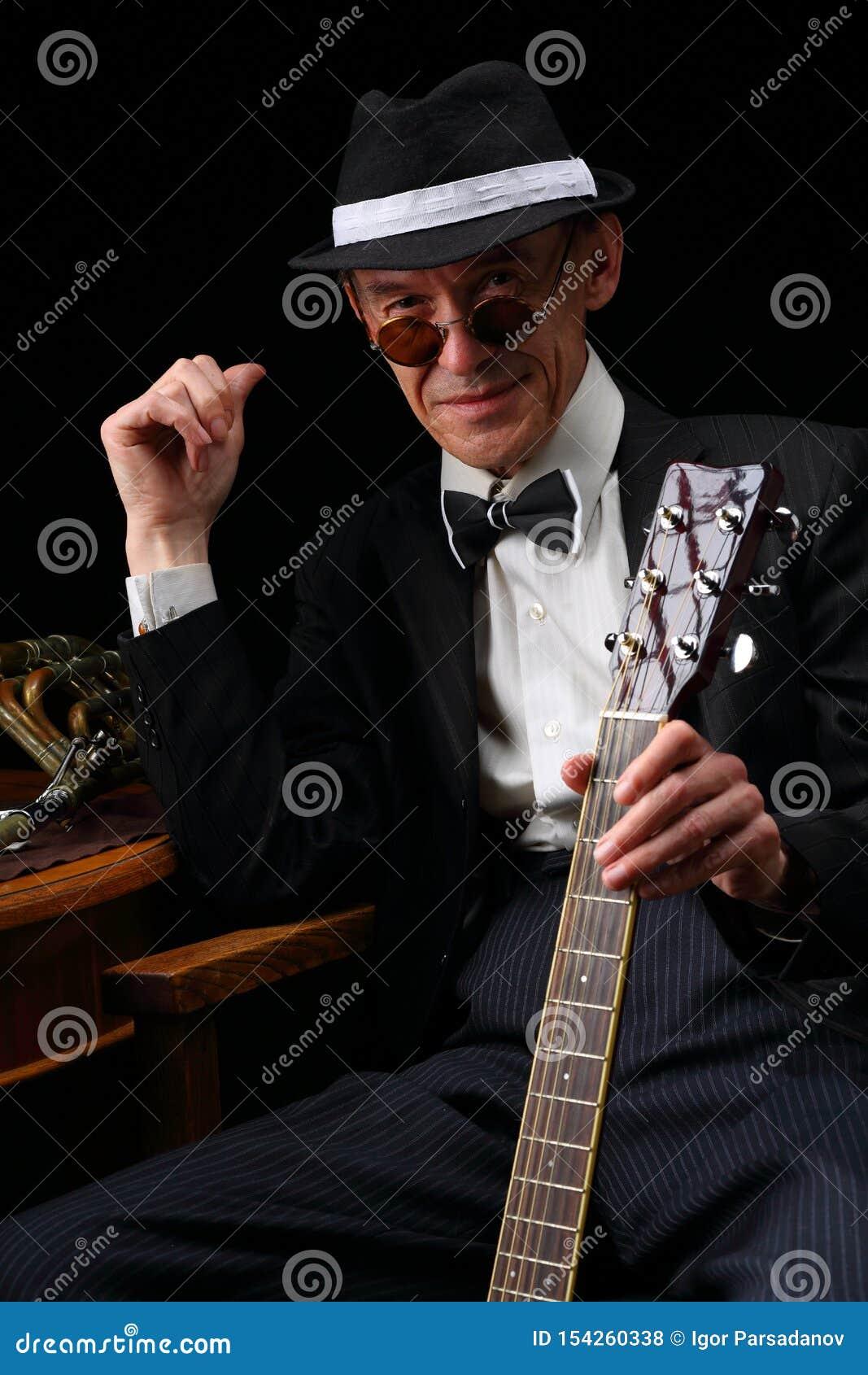 Retrato de um músico de jazz idoso no estilo retro