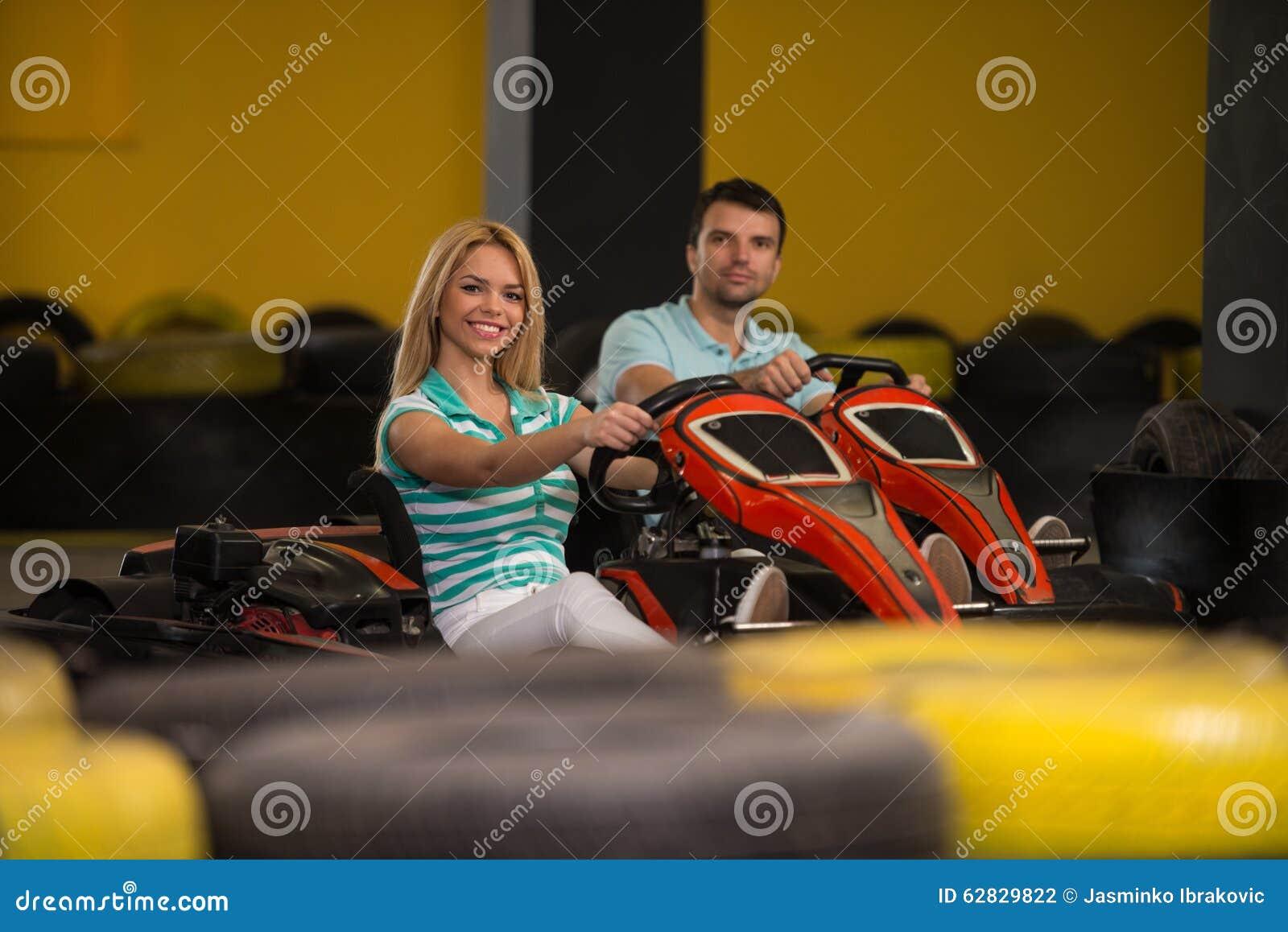 Retrato de um par de Karting da raça