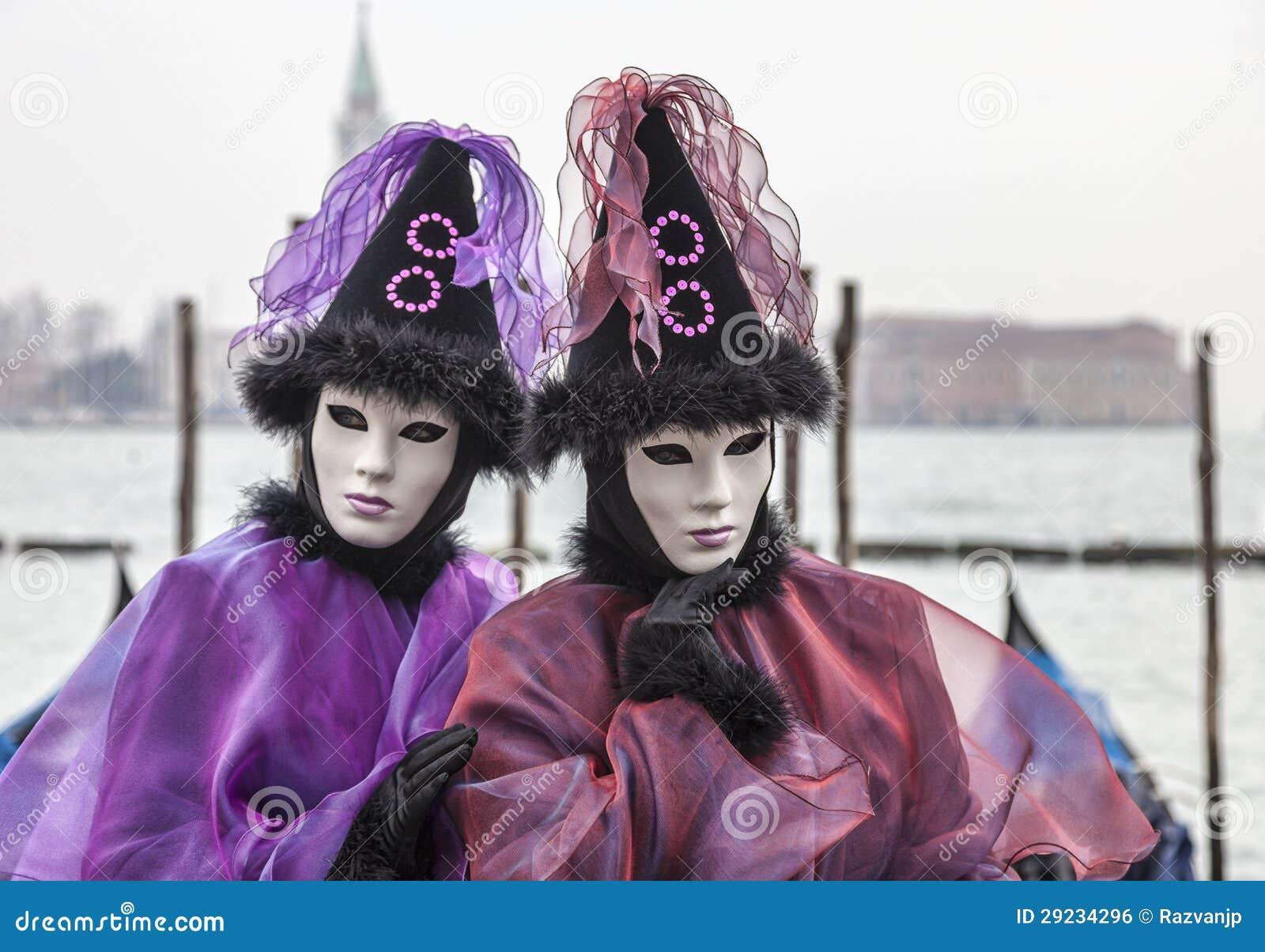 Download Retrato De Um Par Disfarçado Foto Editorial - Imagem de gondolas, carnival: 29234296