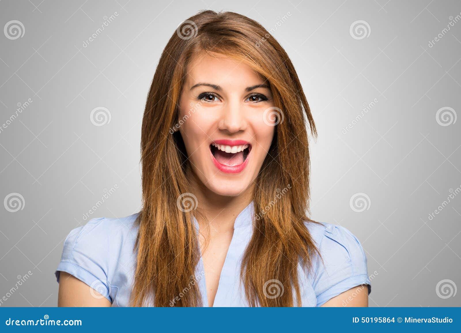 Retrato de um riso feliz da mulher