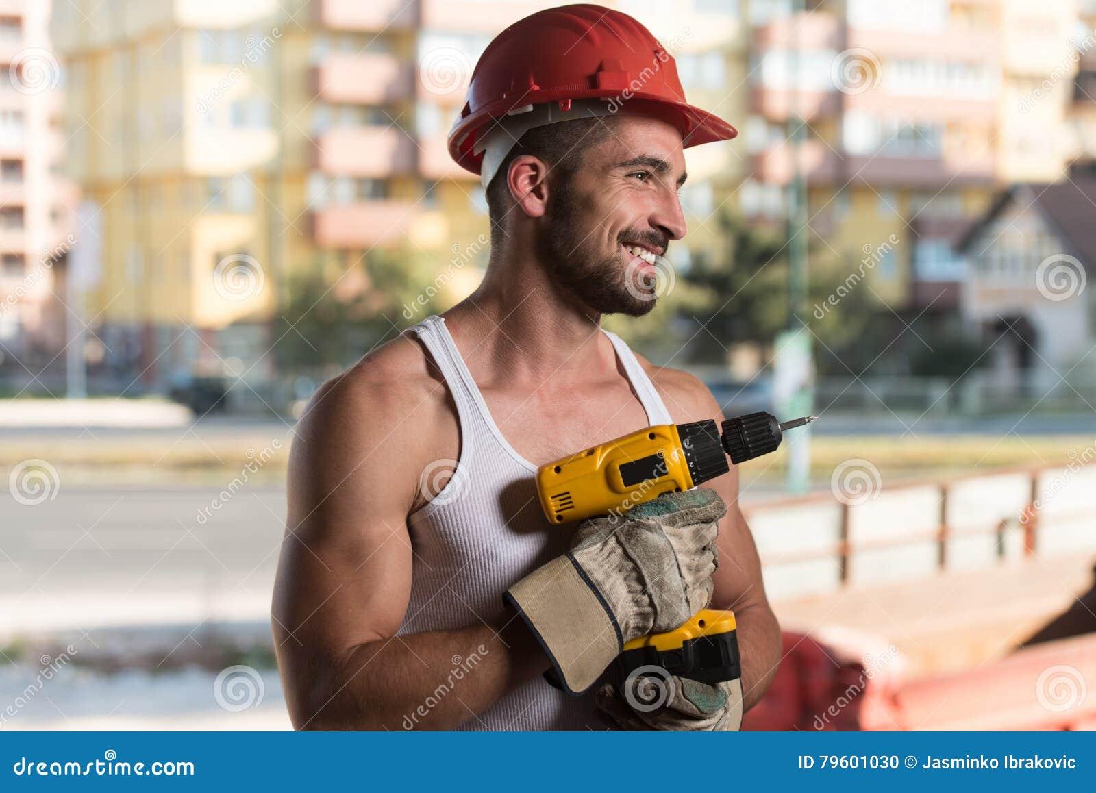 Retrato de um trabalhador com broca