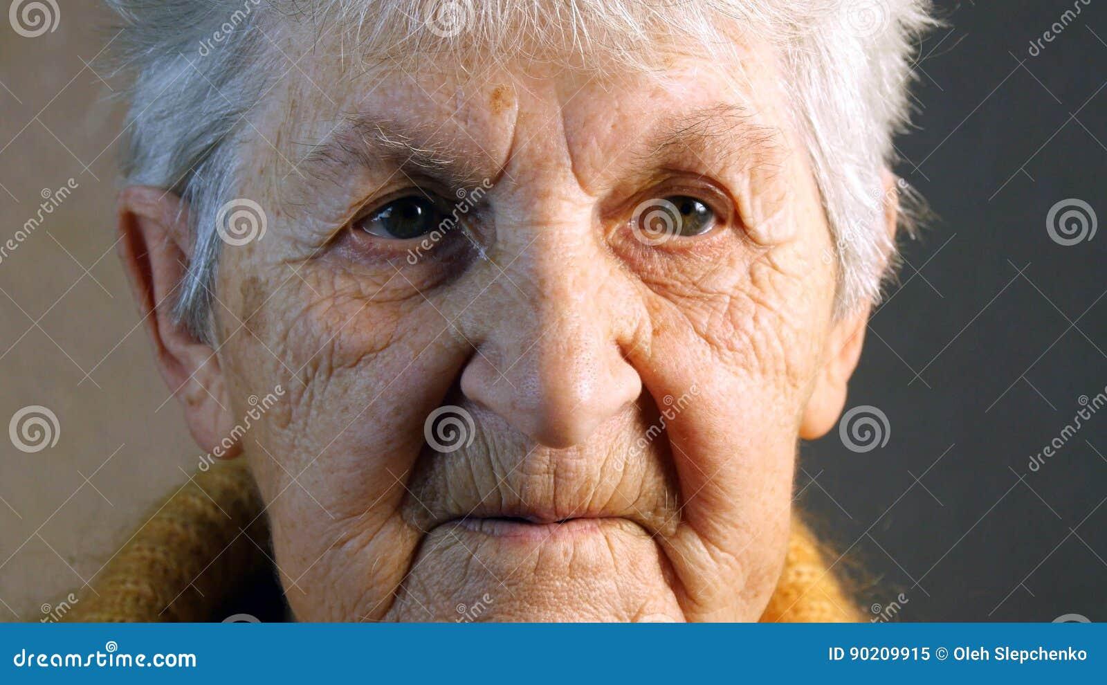 Retrato de uma mulher adulta Close-up