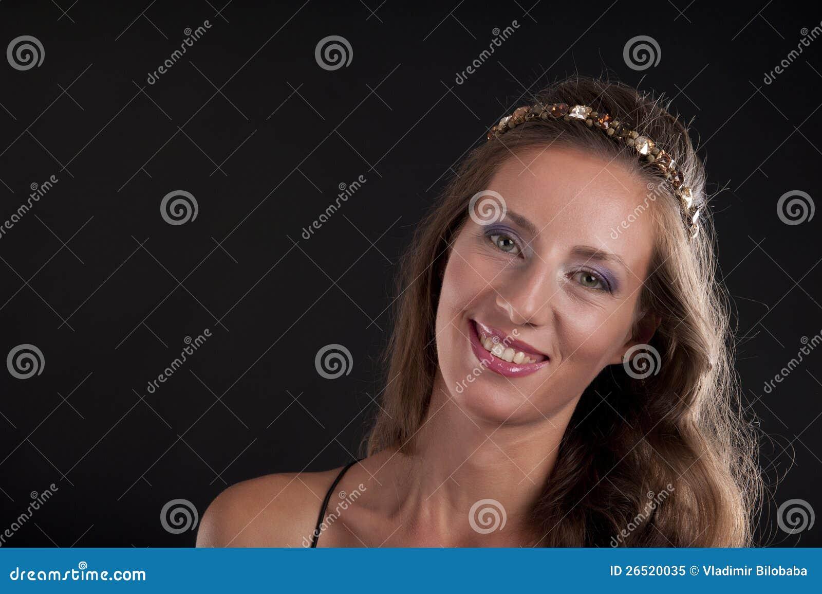 Retrato de uma mulher bonita nova