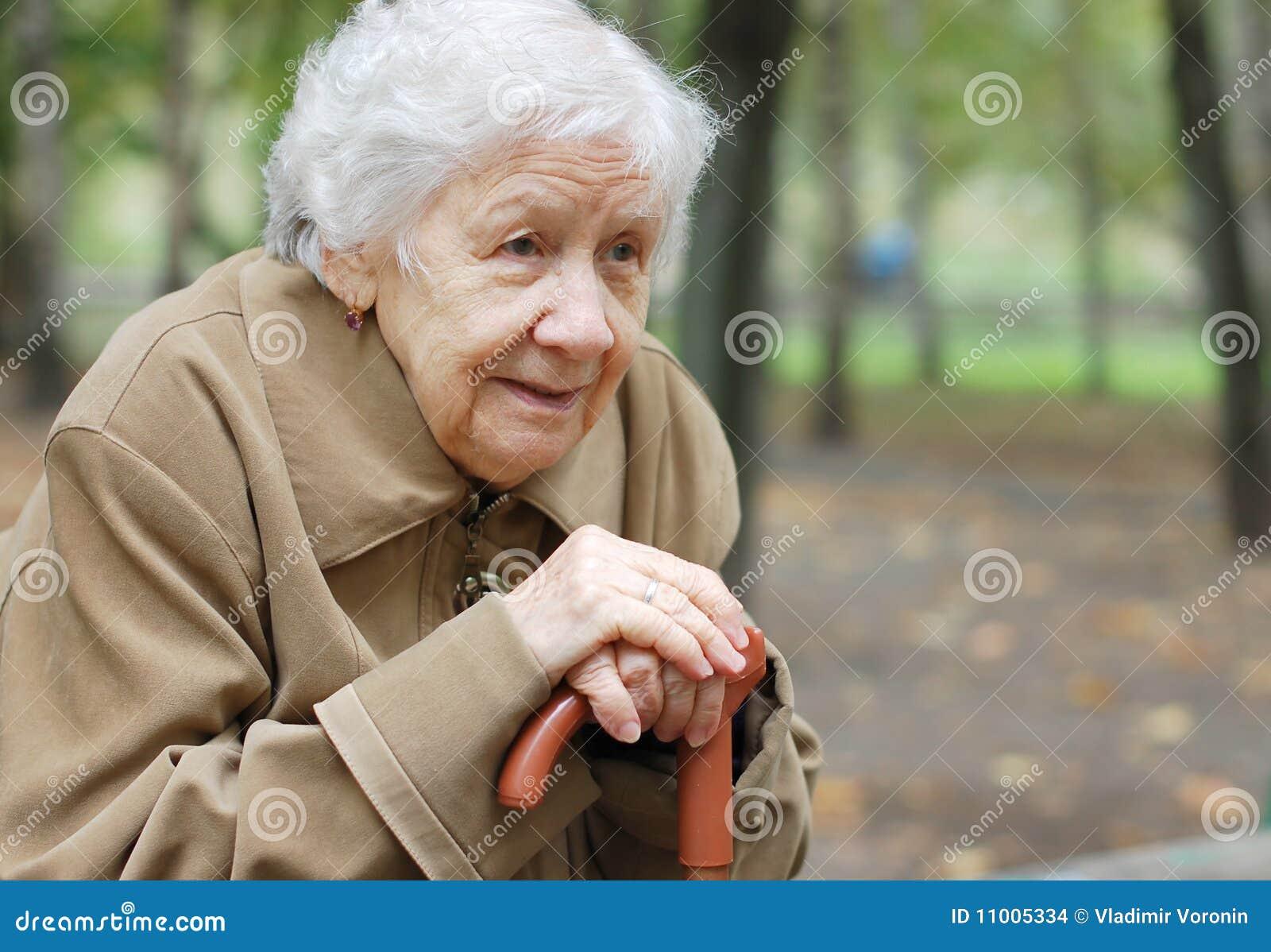 Retrato de uma mulher mais idosa