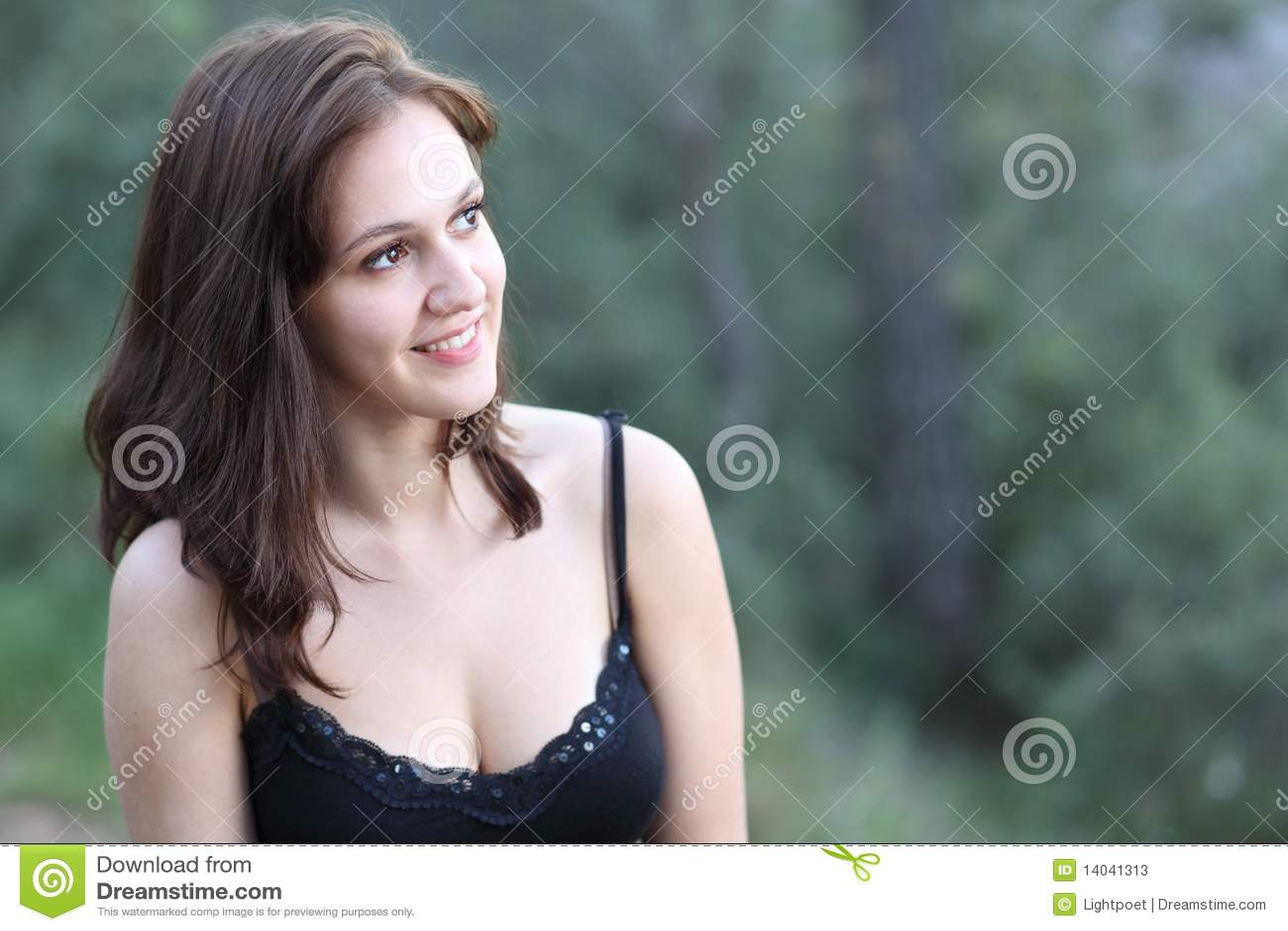 Retrato de un brunette muy bastante joven