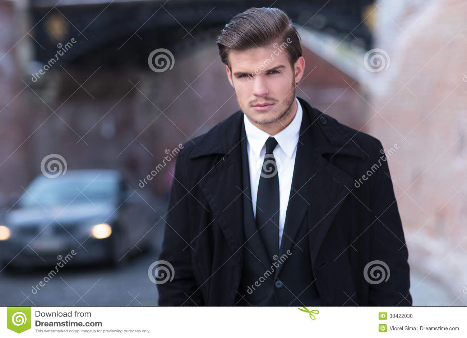Retrato de un hombre de negocios joven
