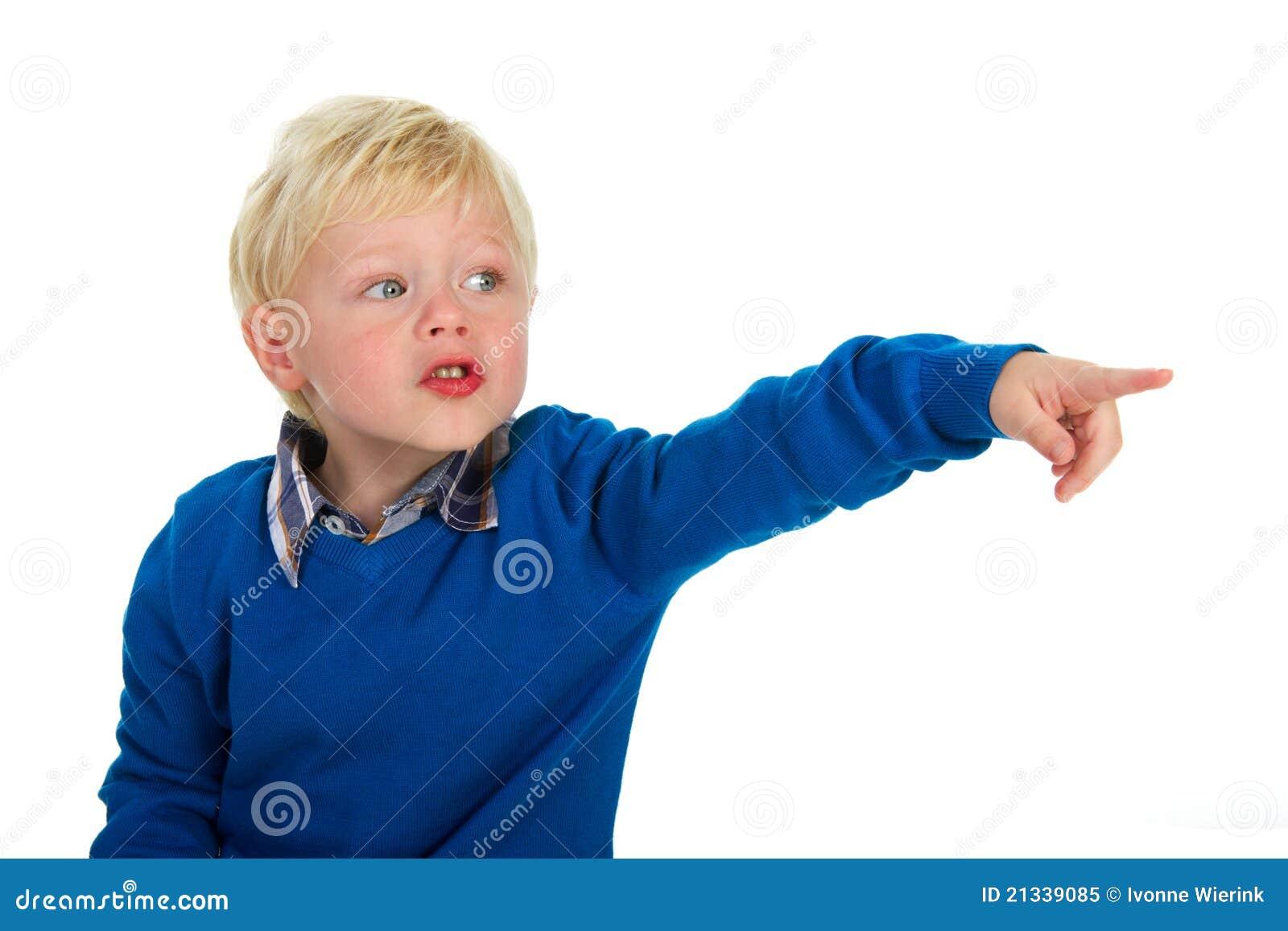 Retrato de un ni o peque o rubio punteagudo foto de - Foto nino pequeno ...