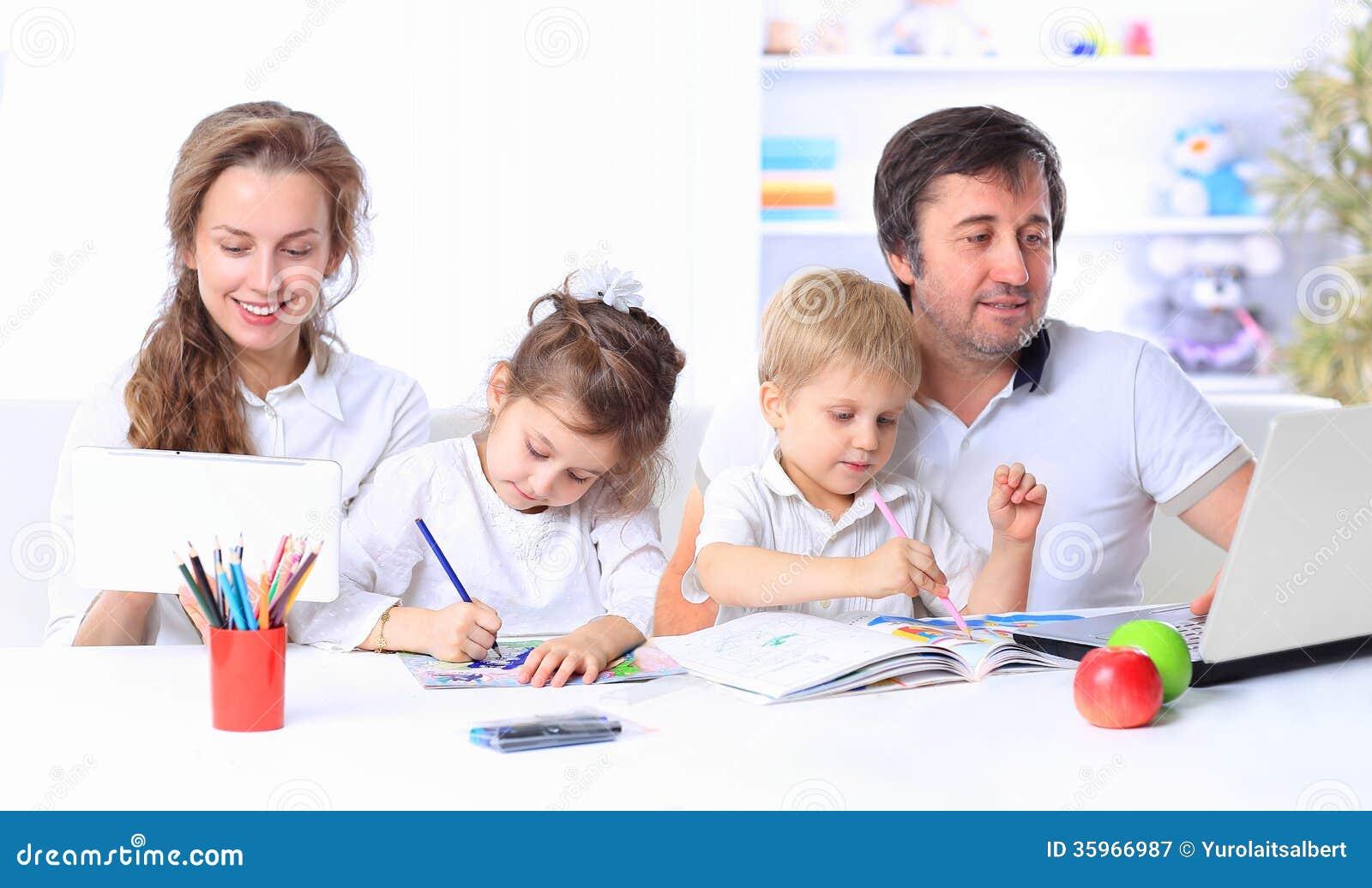 Retrato de una familia alegre