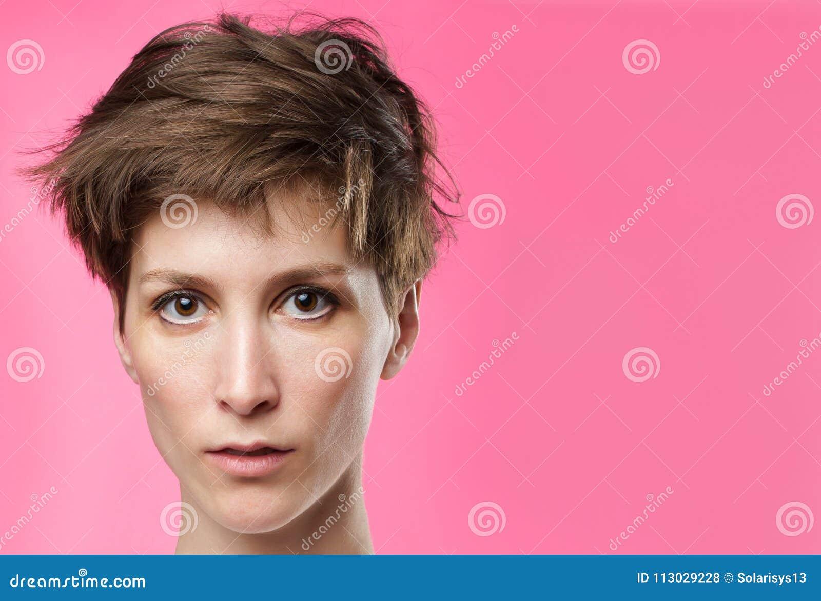 Retrato de una muchacha con los ojos tristes