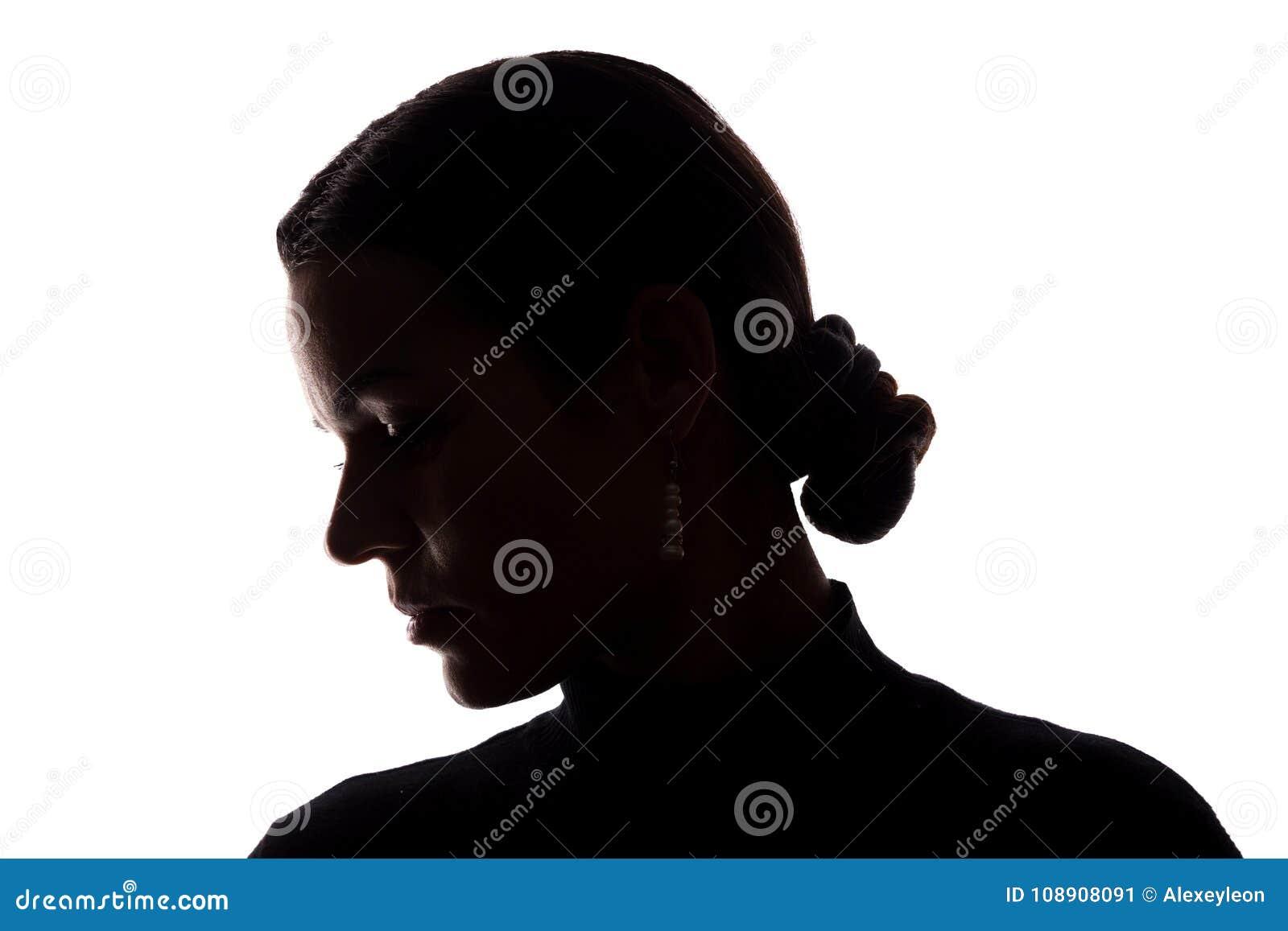 Retrato de una mujer joven, vista lateral