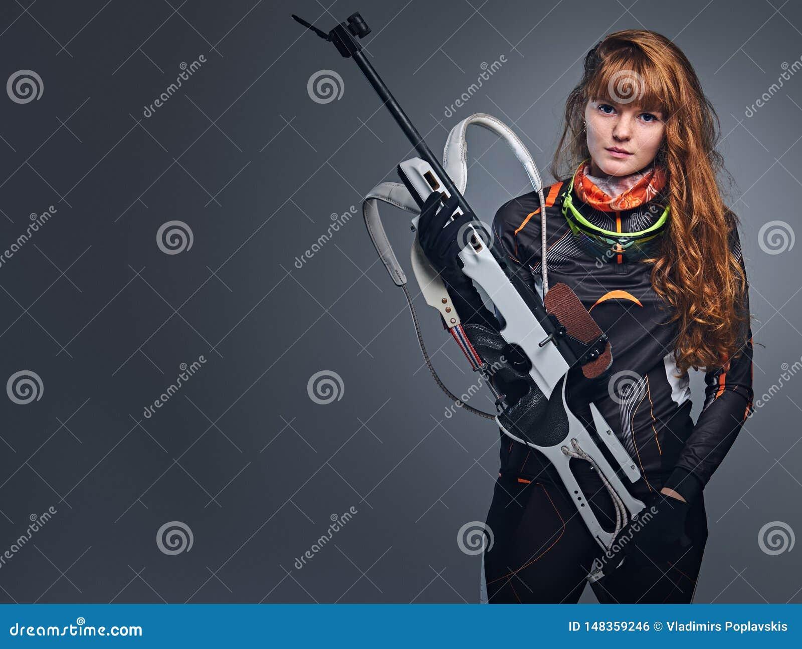 Retrato del estudio de un campe?n femenino del Biathlon del pelirrojo
