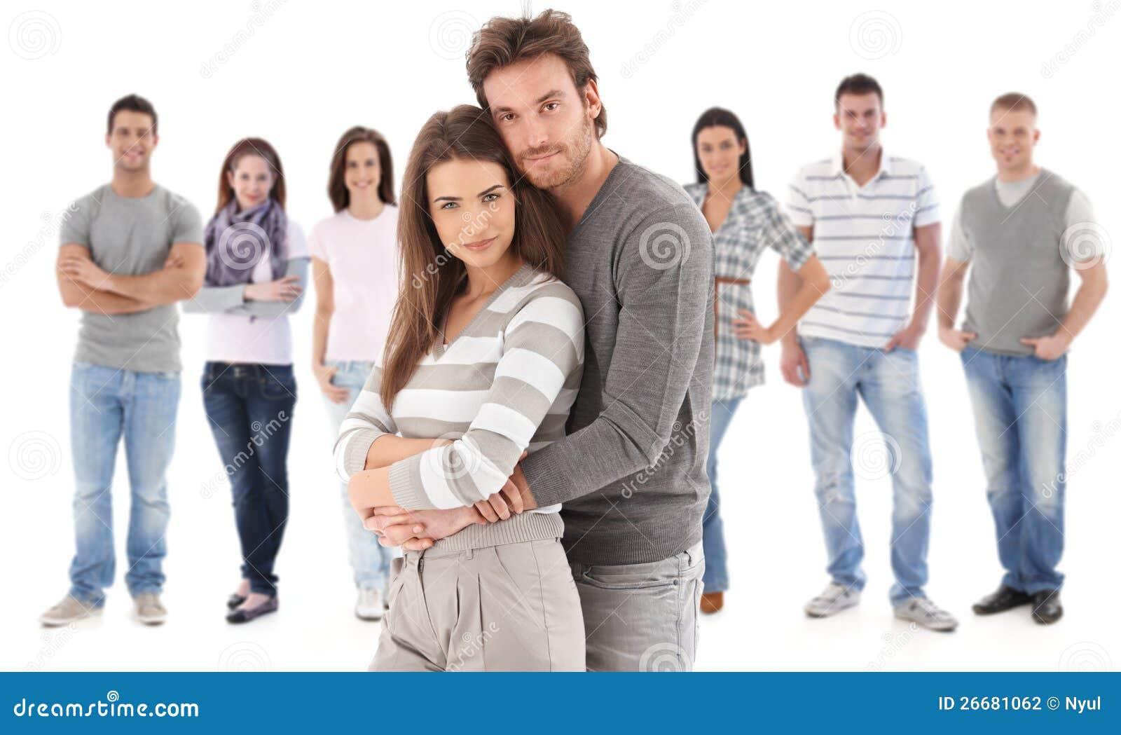 Retrato del grupo de la gente joven feliz