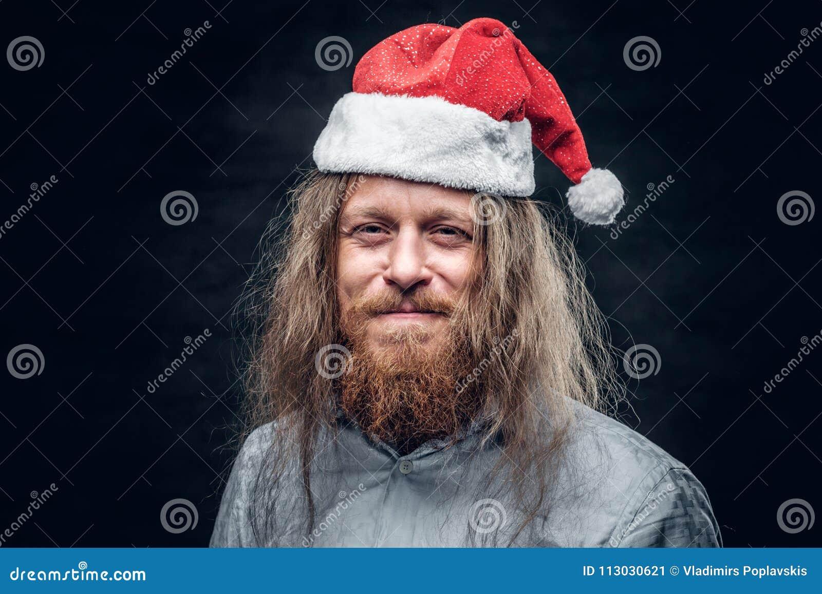 Retrato del hombre barbudo triste en sombrero del ` s de santa