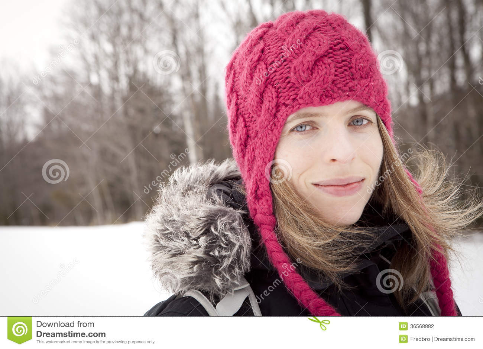Retrato del invierno de la mujer