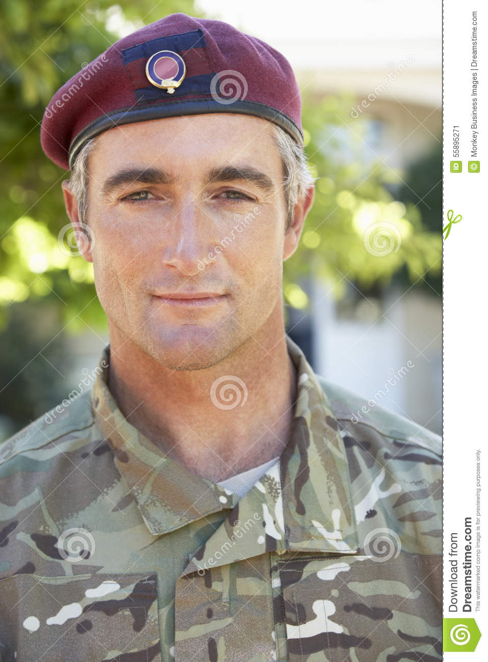 Retrato del soldado Wearing Uniform