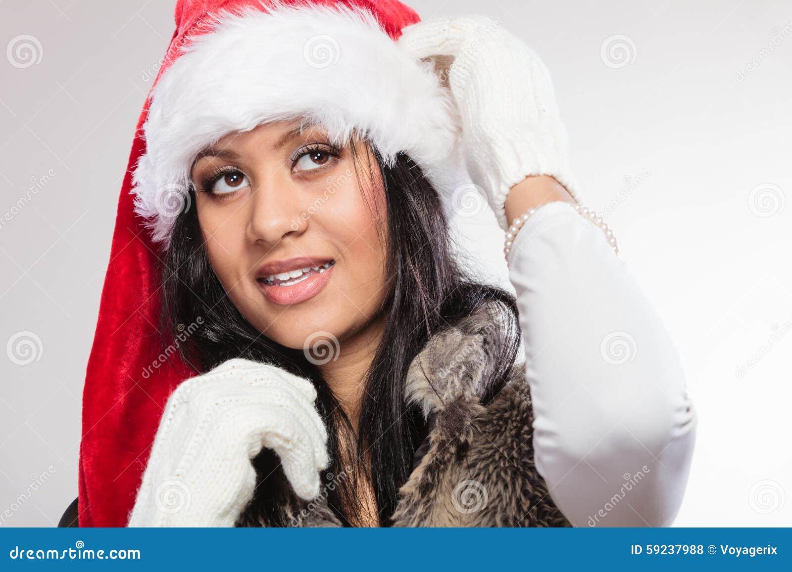 Retrato del sombrero del ayudante de santa de la raza mixta de la mujer