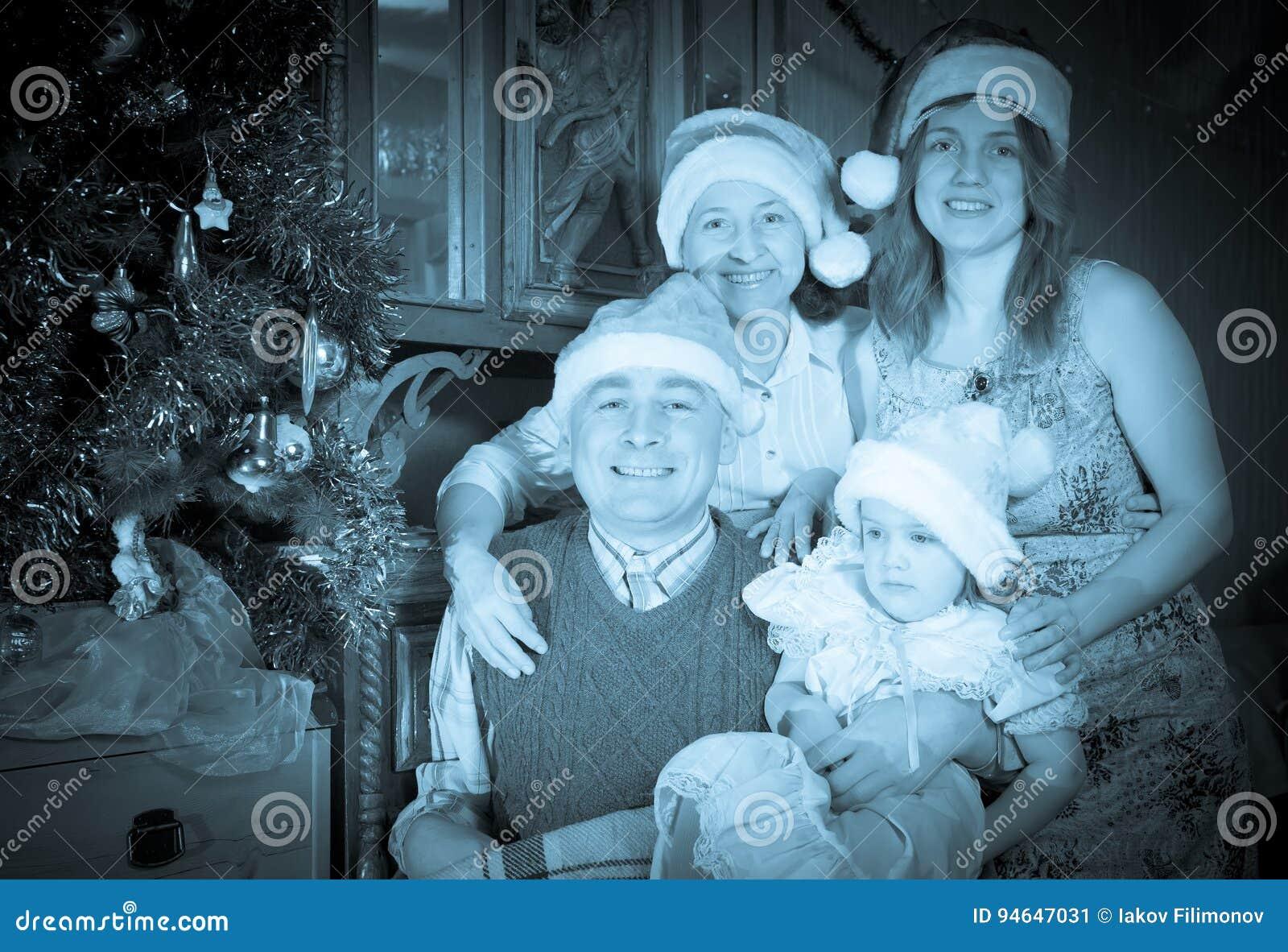Retrato del vintage de la familia feliz