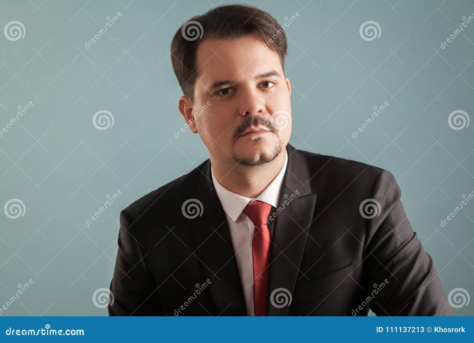 Retrato do chefe, do CEO ou do homem de negócio sério