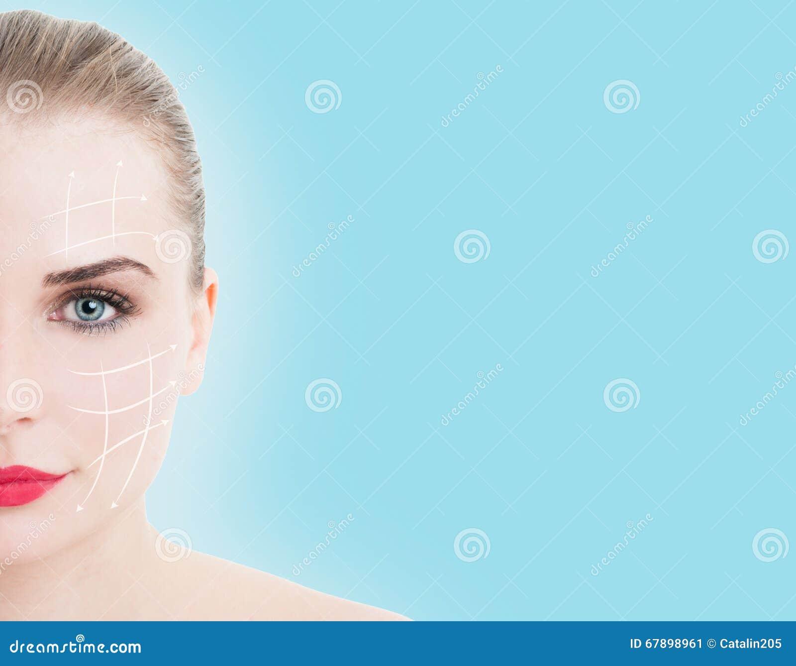Retrato do close-up da meia cara da mulher nova, bonita