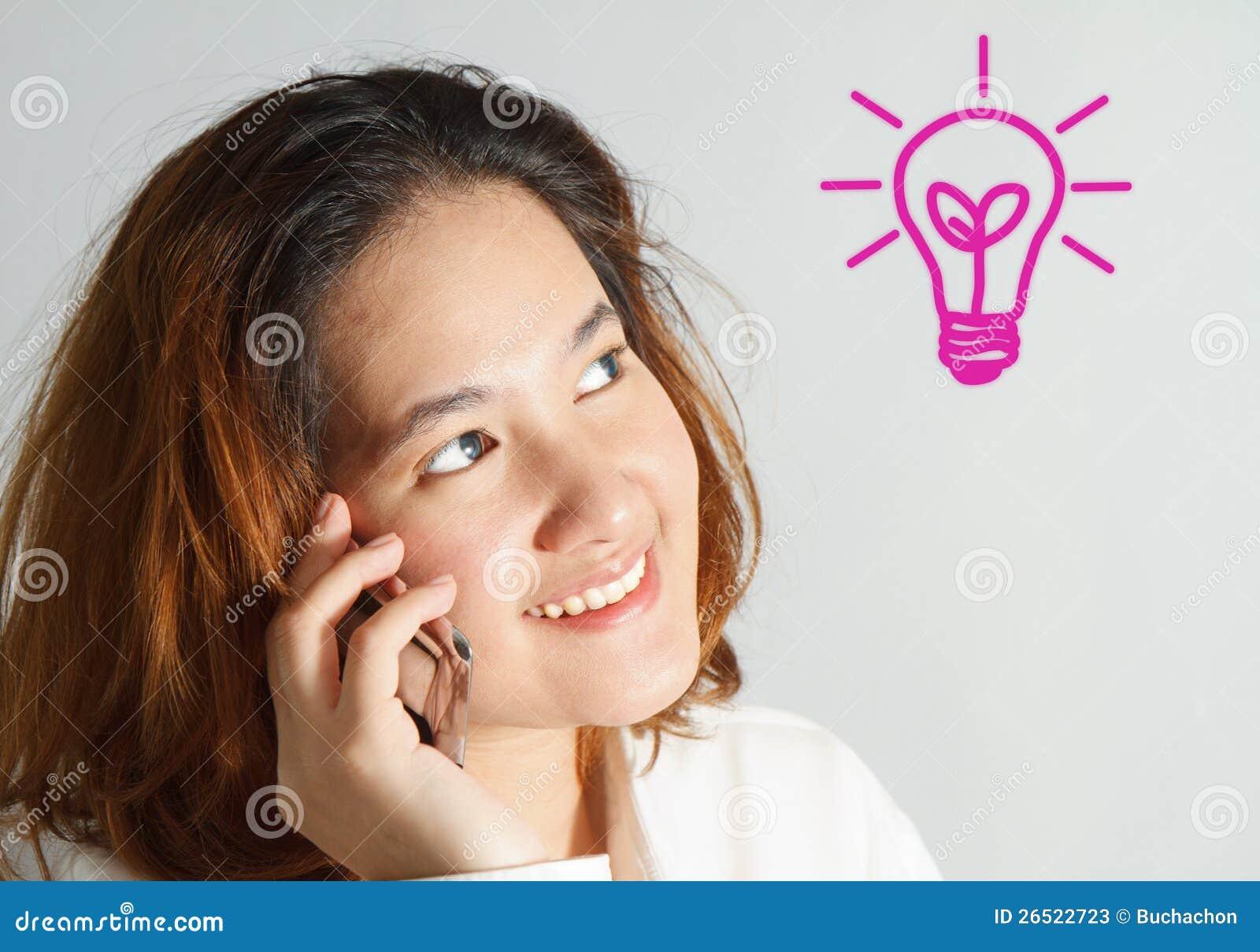 Retrato do close up da mulher de negócio nova bonito