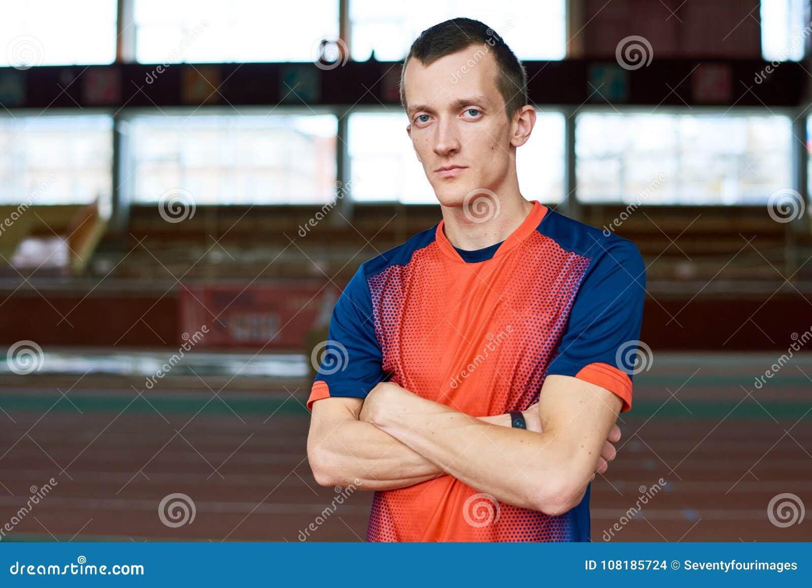 Retrato do desportista novo moderno