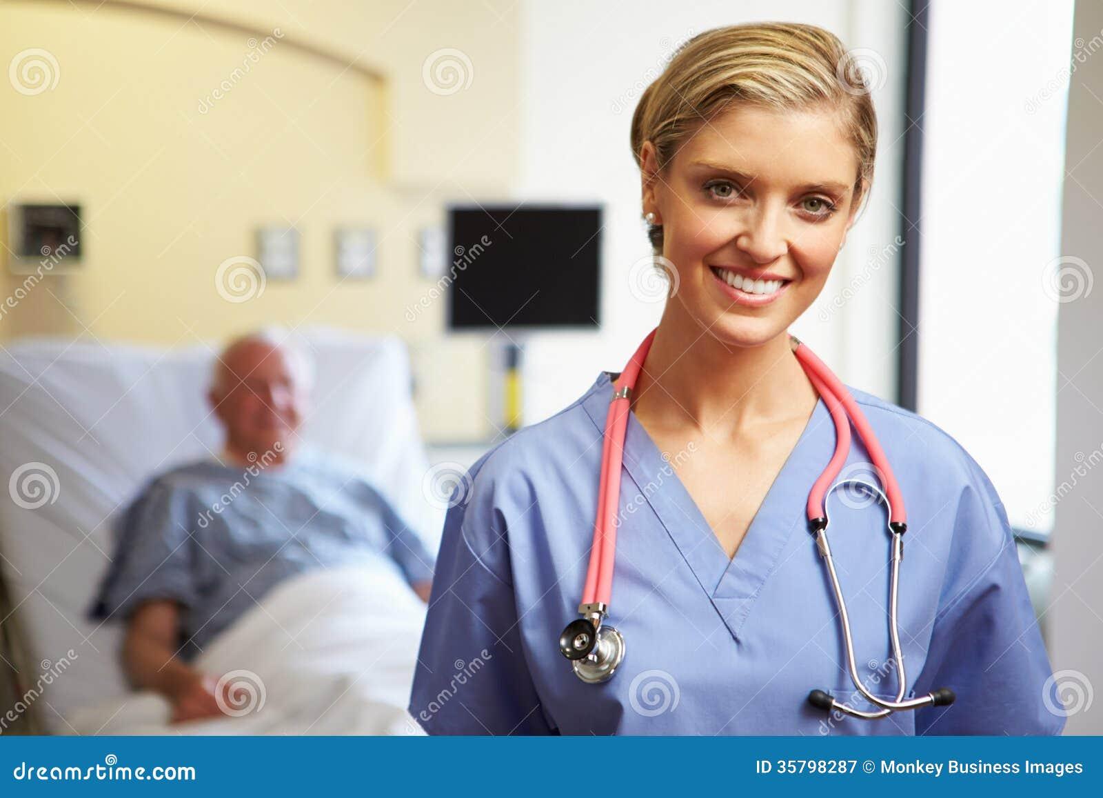 Retrato do fundo fêmea de With Patient In da enfermeira