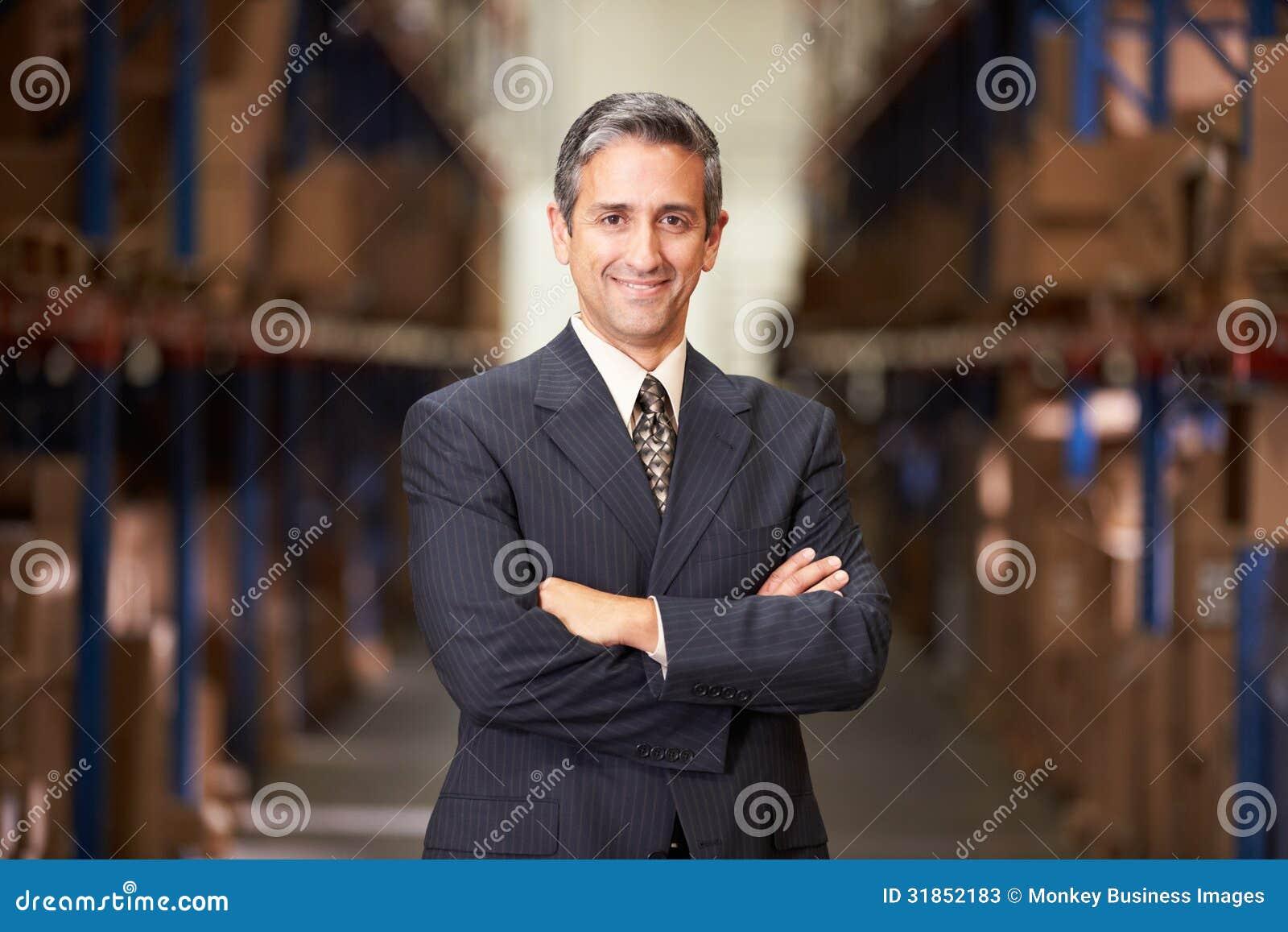 Retrato do gerente In Warehouse