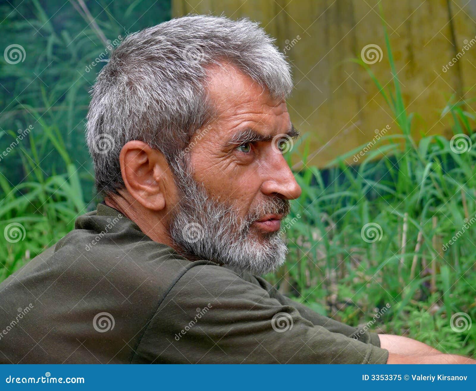 Retrato do homem com barba 15