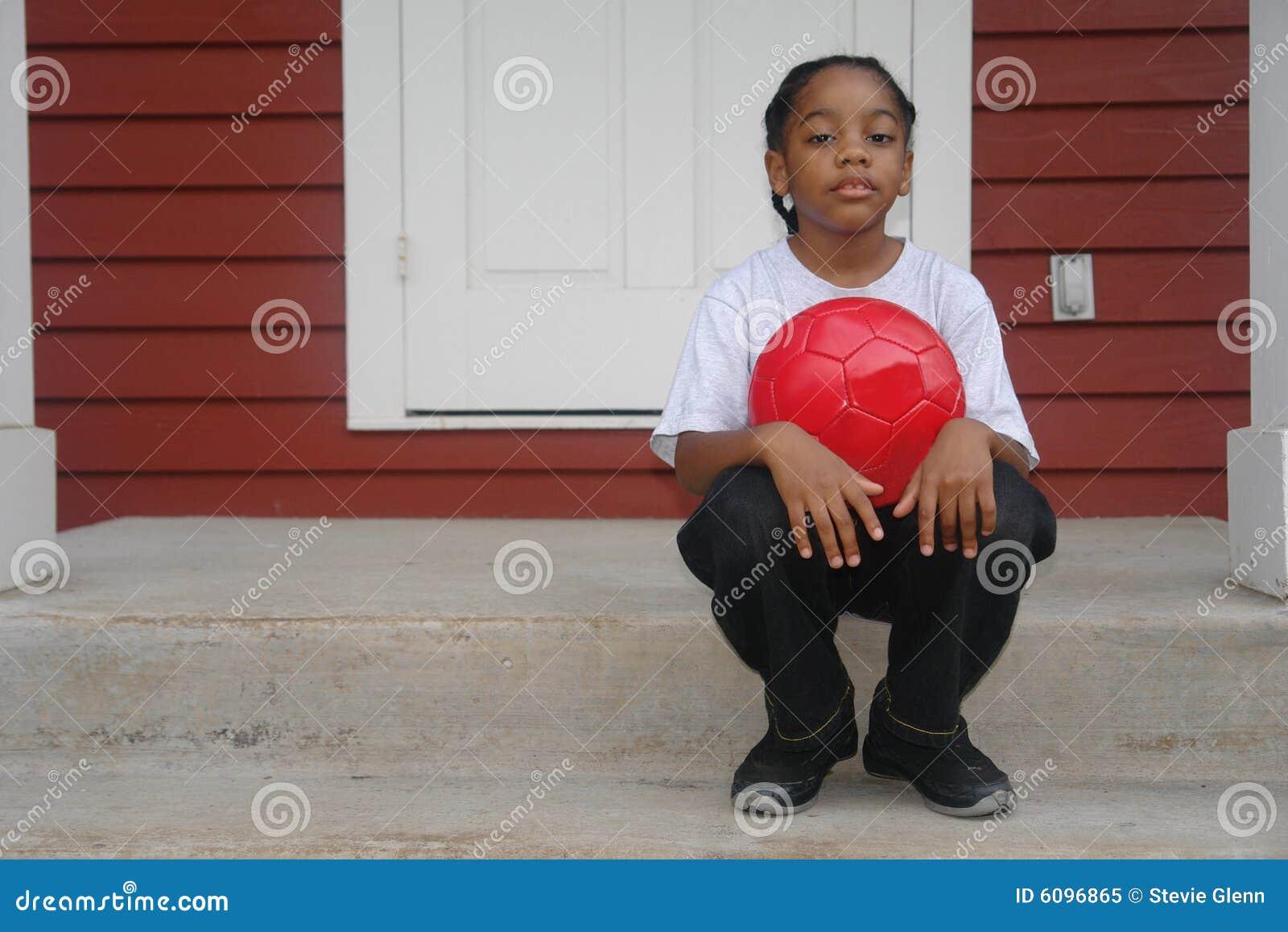 Retrato do menino no patamar