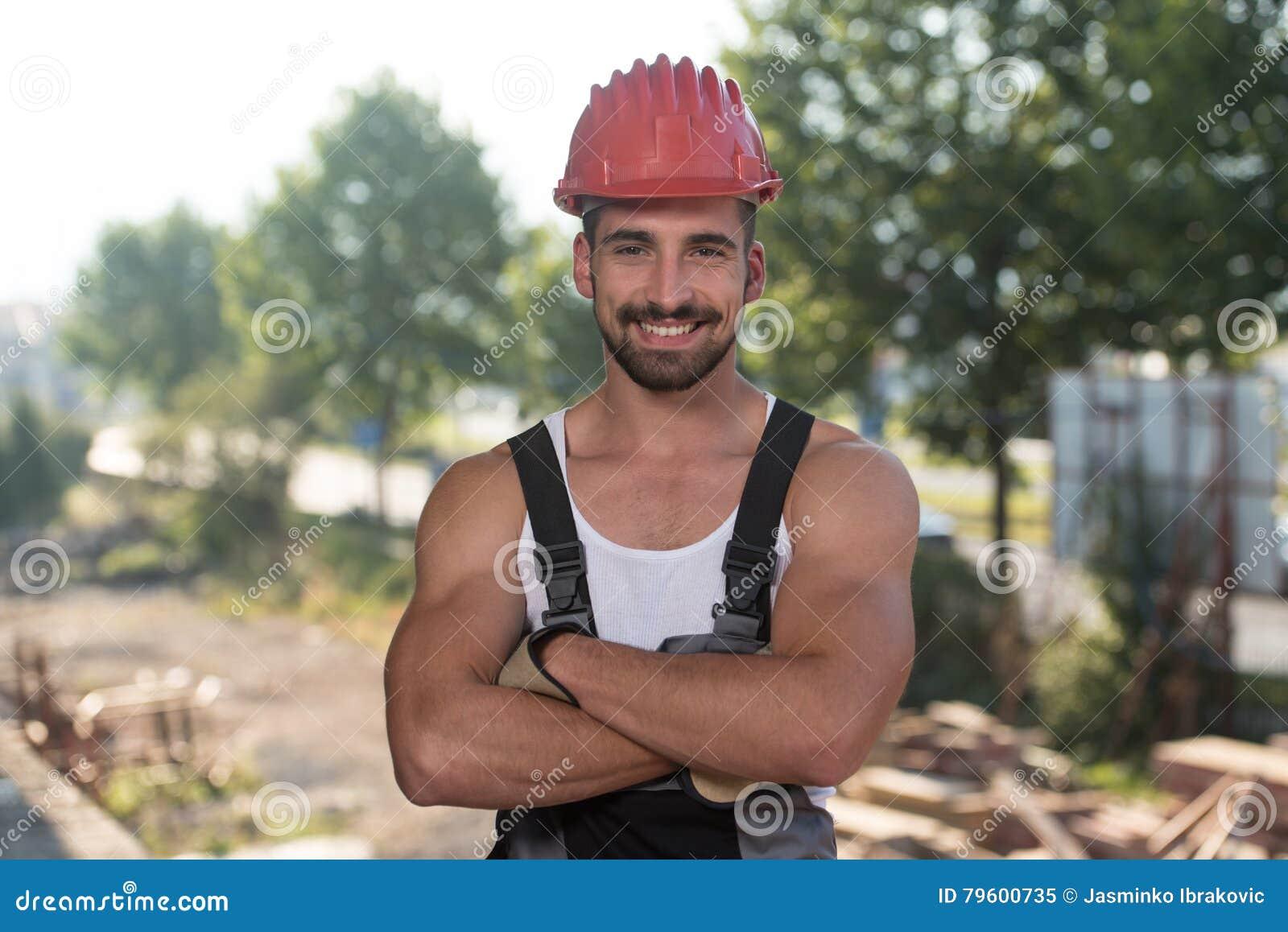 Retrato do trabalhador manual profissional de sorriso