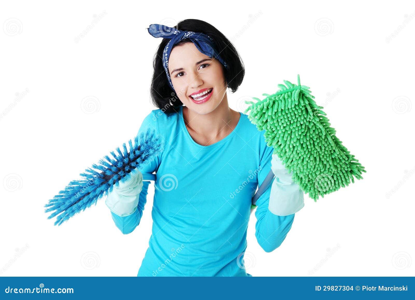 Retrato feliz da mulher de limpeza