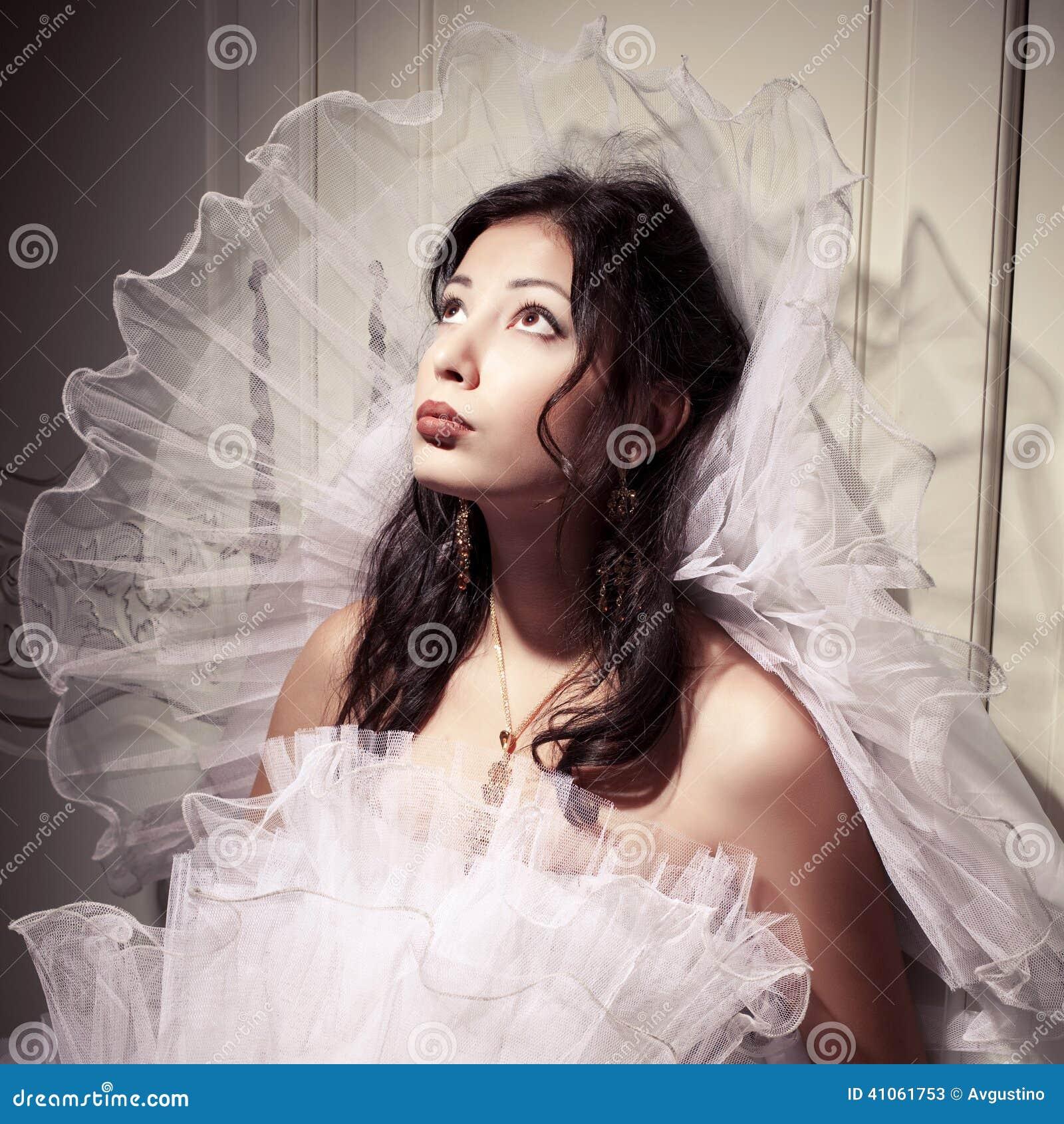 Retrato francés de la novia de la princesa del uno-la del vintage de la morenita hermosa
