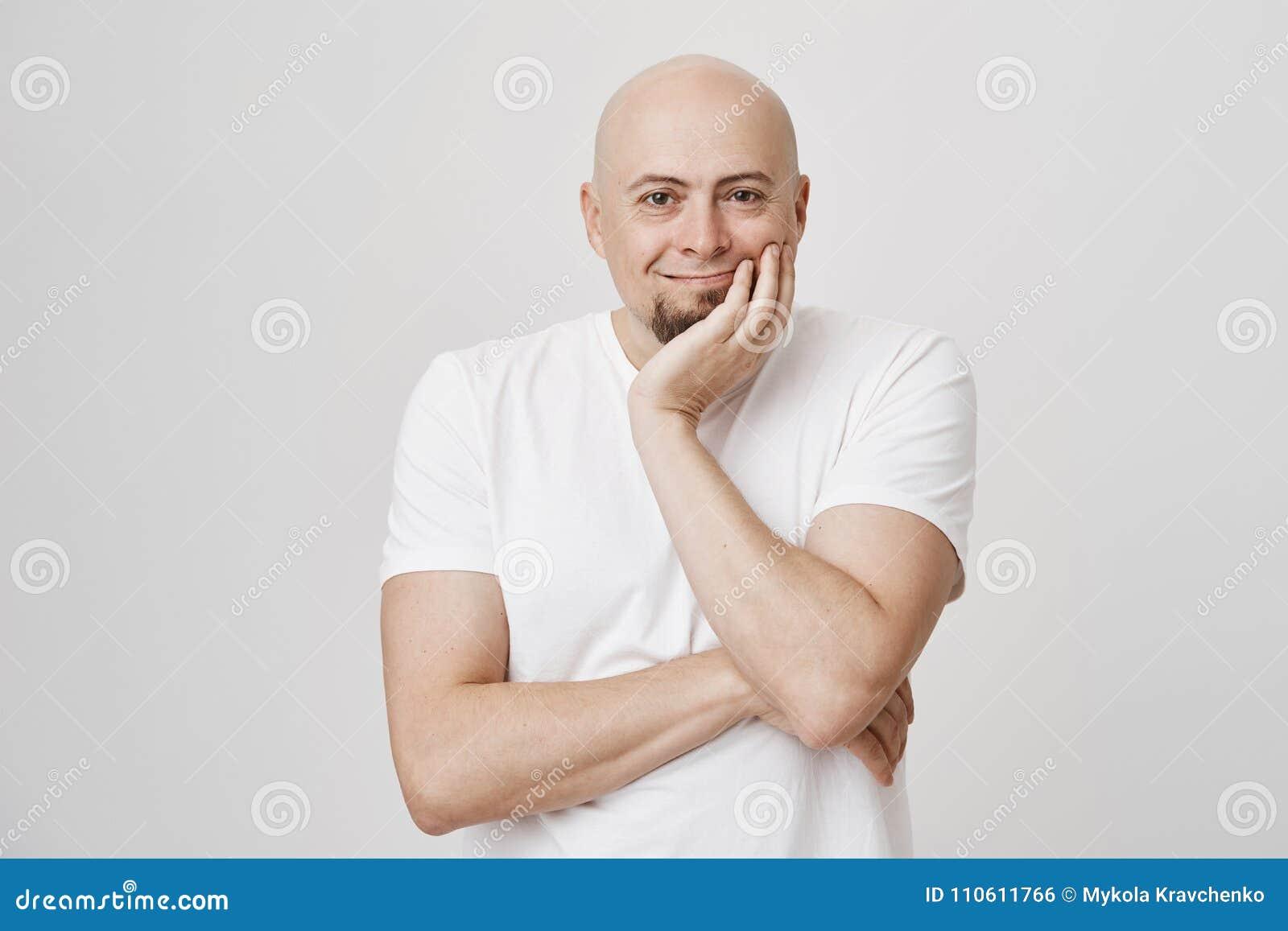 Hombre Sonriente Feliz Retrato Que Del Lleva Europeo Calvo Interior WDHEI2Y9