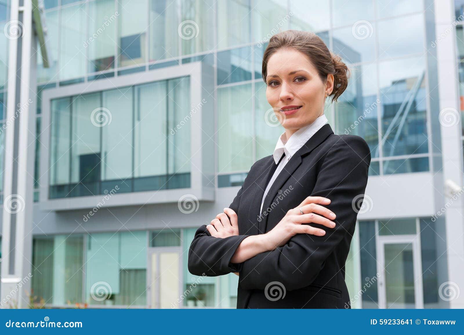 Download Retrato Joven De La Mujer De Negocios Imagen de archivo - Imagen de businesswoman, profesional: 59233641