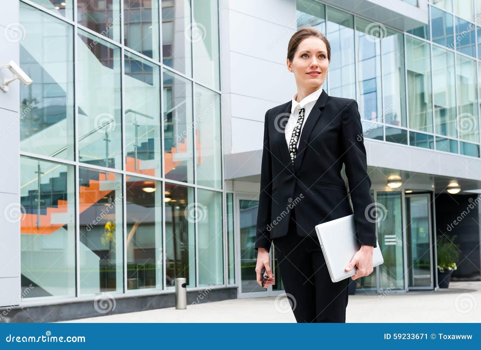 Download Retrato Joven De La Mujer De Negocios Imagen de archivo - Imagen de profesional, bastante: 59233671