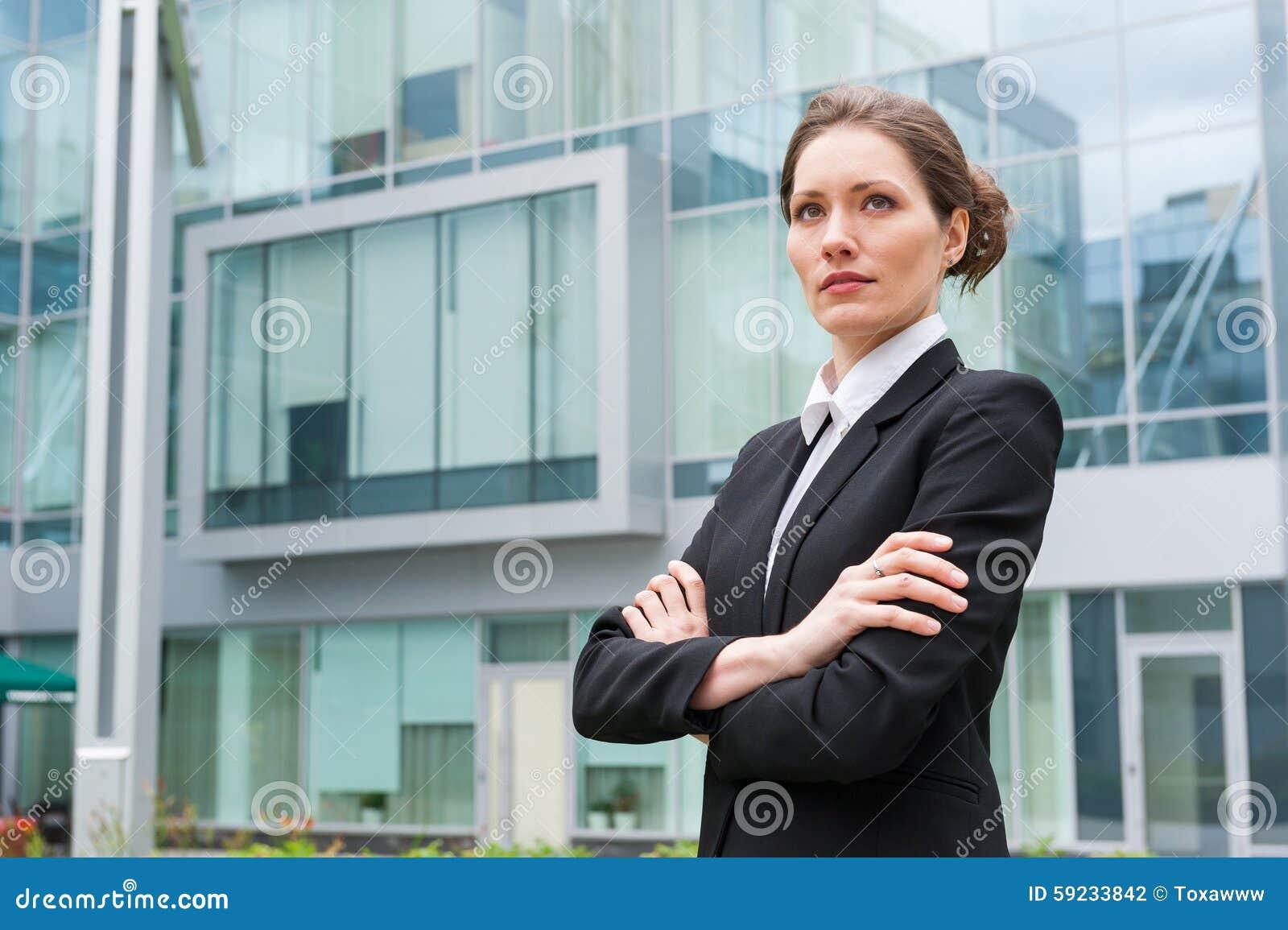 Download Retrato Joven De La Mujer De Negocios Foto de archivo - Imagen de juego, carrera: 59233842